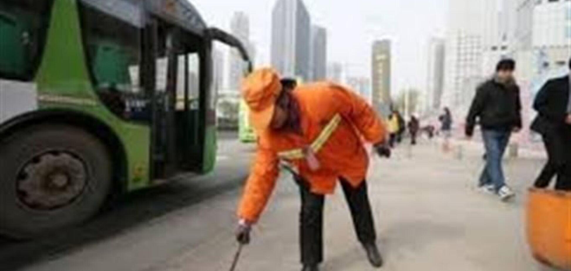 Миллионерша из Китая встает в 3 ночи, чтобы подмести улицы города