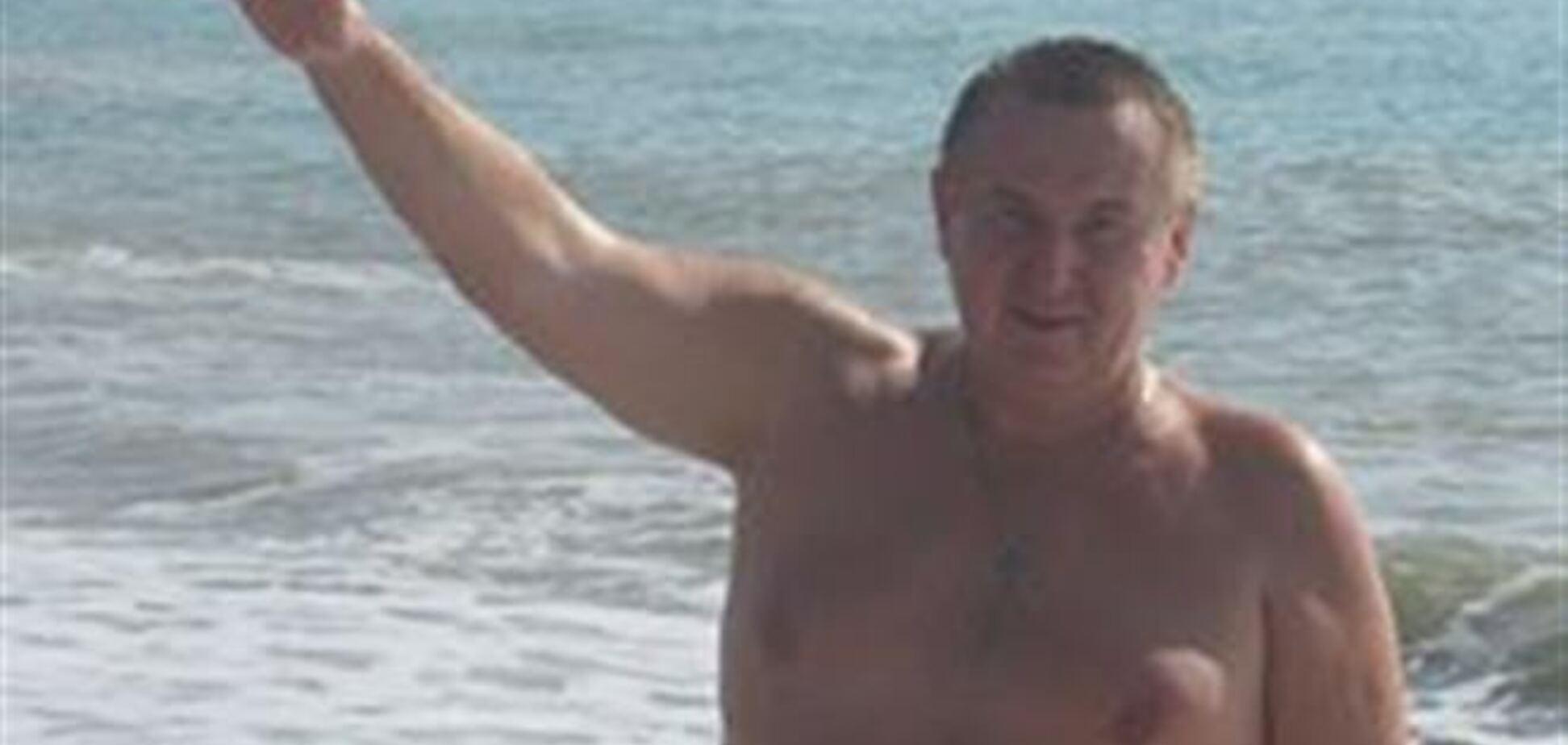 Крымский депутат показал голое тело
