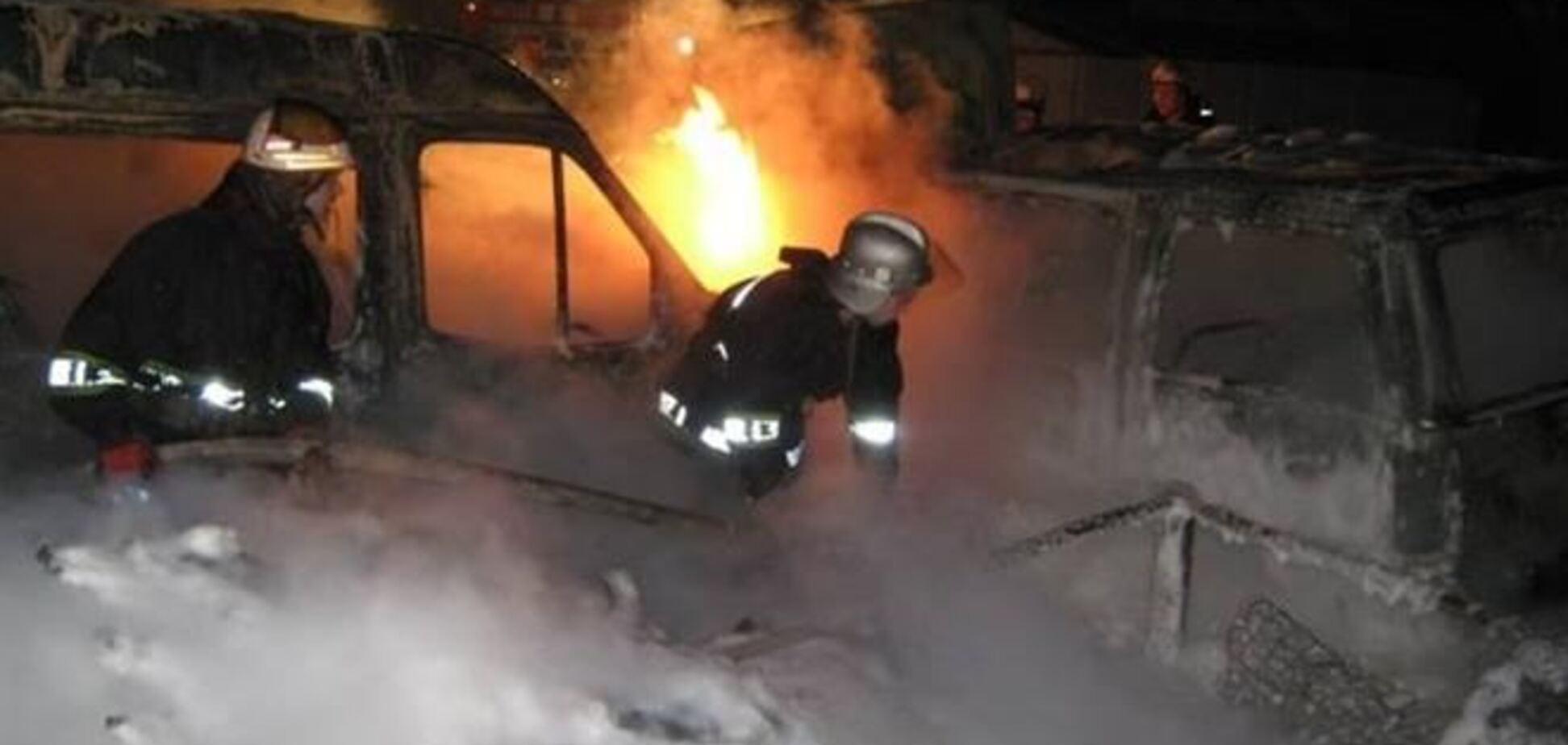 В Киеве ночью подожгли десять автомобилей