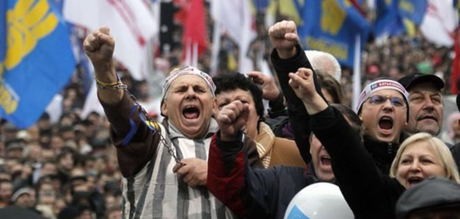 Оппозиция призвала в среду пикетировать Кабмин