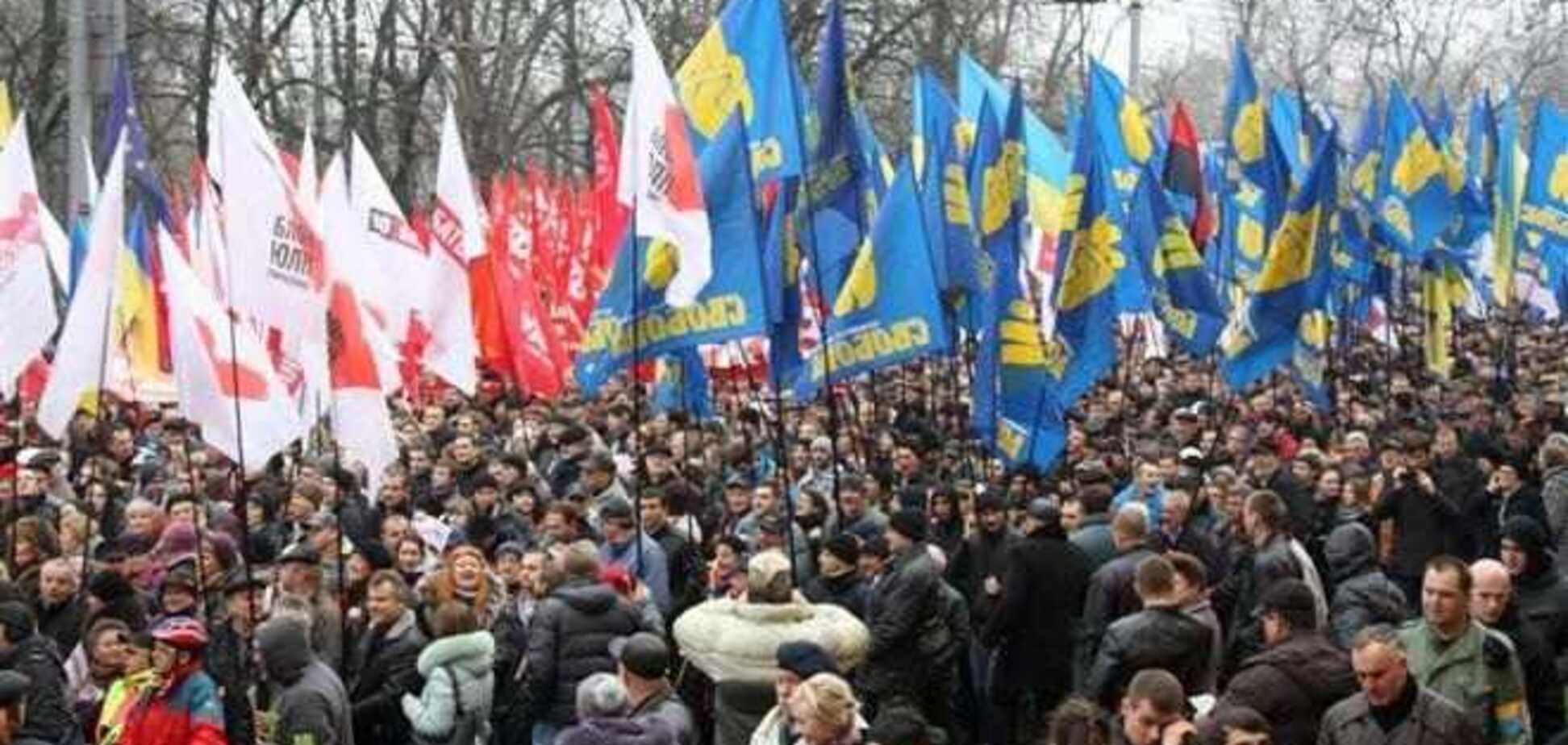 Советник Януковича уверен, что на Евромайдане безопасно
