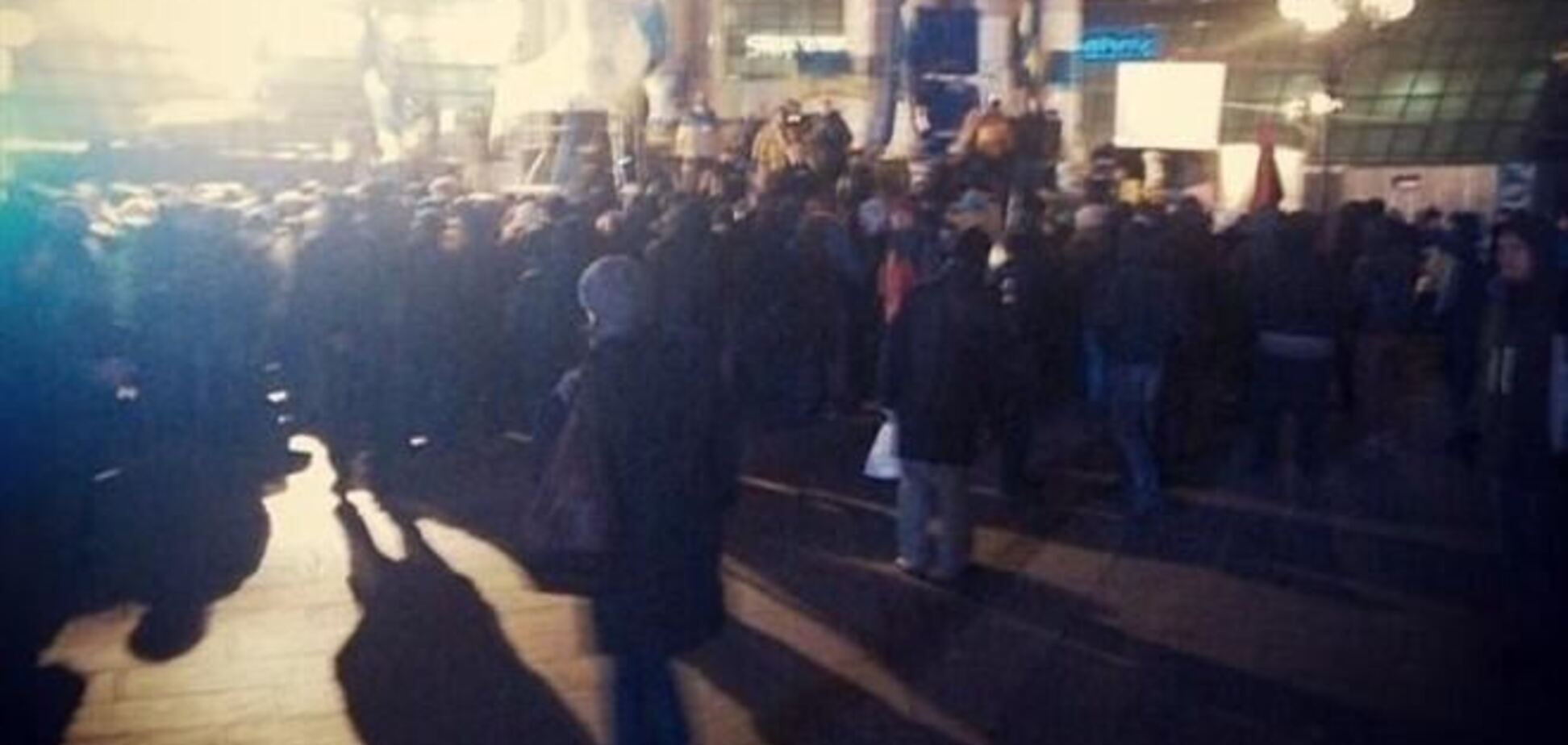 На объединенном Евромайдане утро началось с новых кричалок