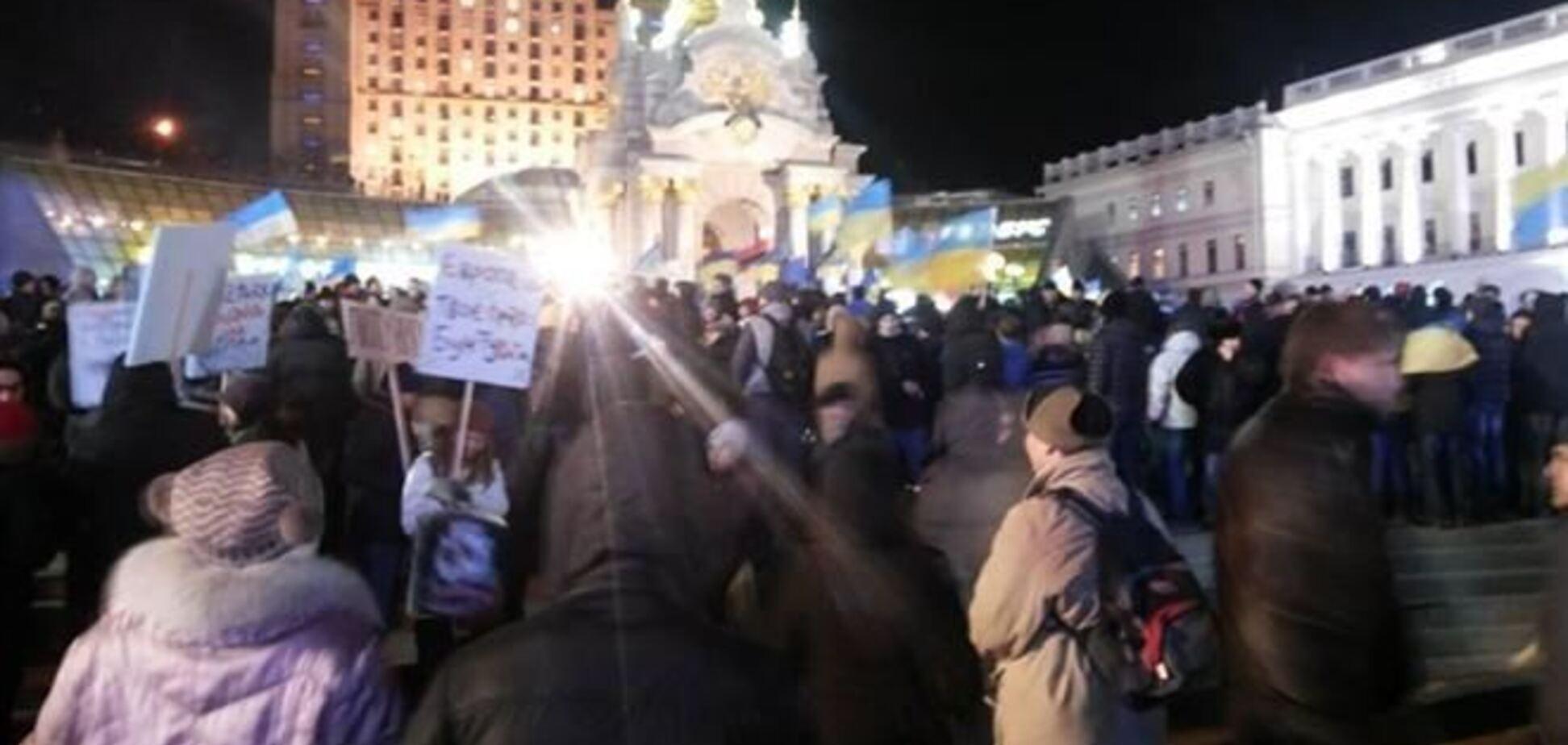 Киевский Евромайдан пережил очередную ночь и снова собирает людей