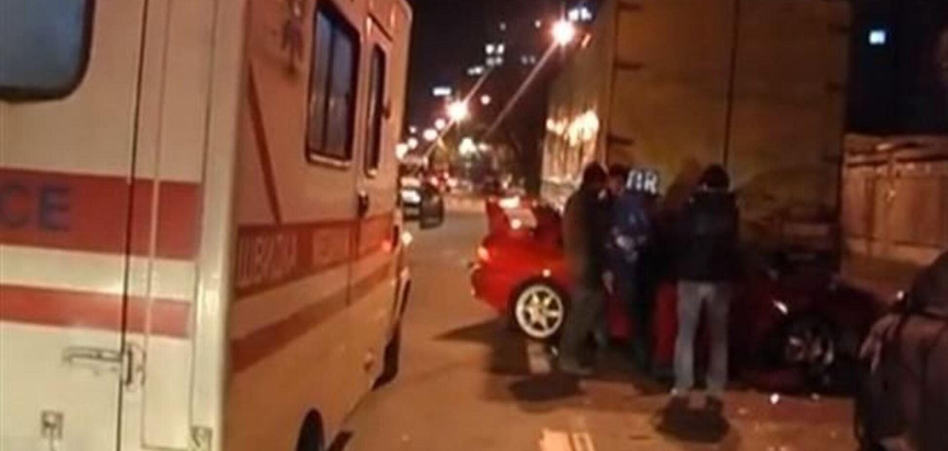 ДТП в Киеве: у иномарки срезало крышу