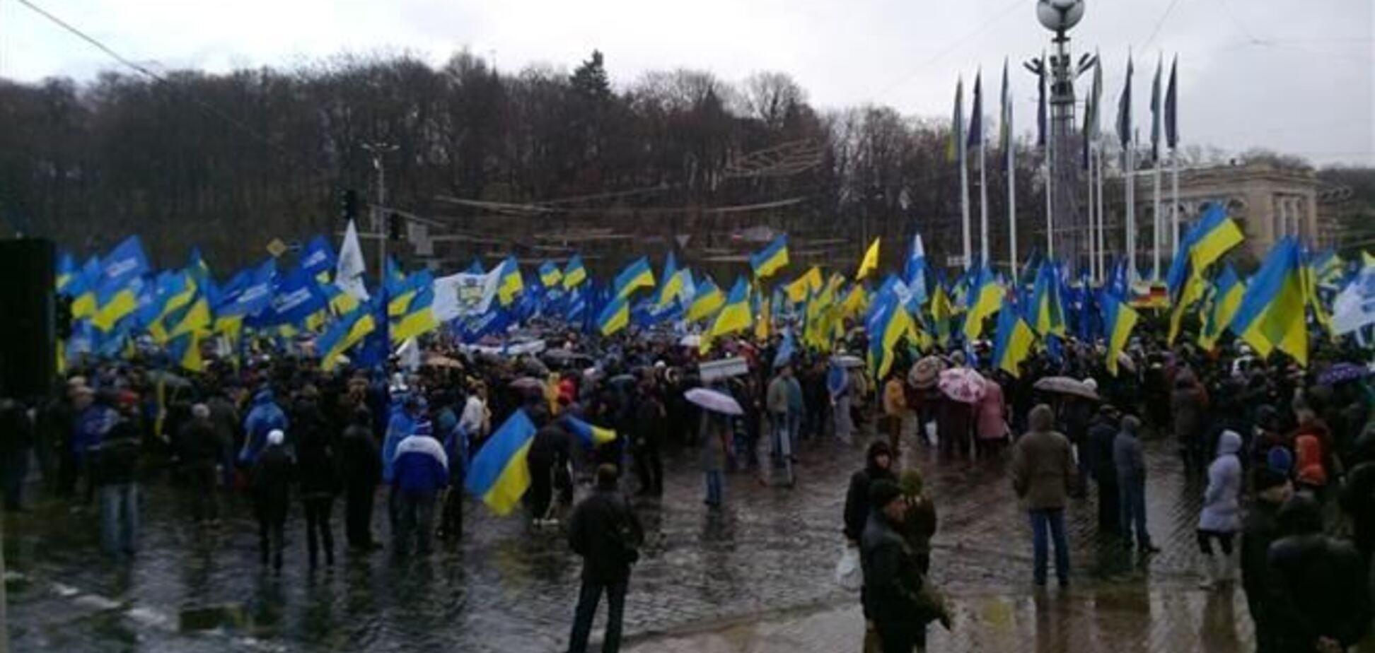 Митинг регионалов на Европейской площади завершился