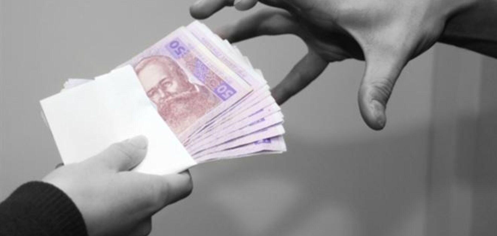 Замначальника налоговой в Донбассе попался на взятке в 60 тыс. грн