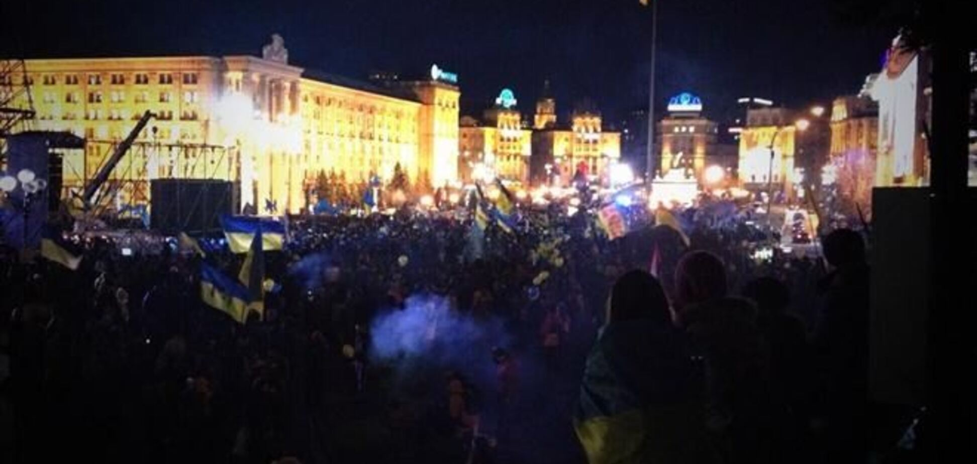 На Евромайдане бросали дымовые шашки и дрались с 'Беркутом'