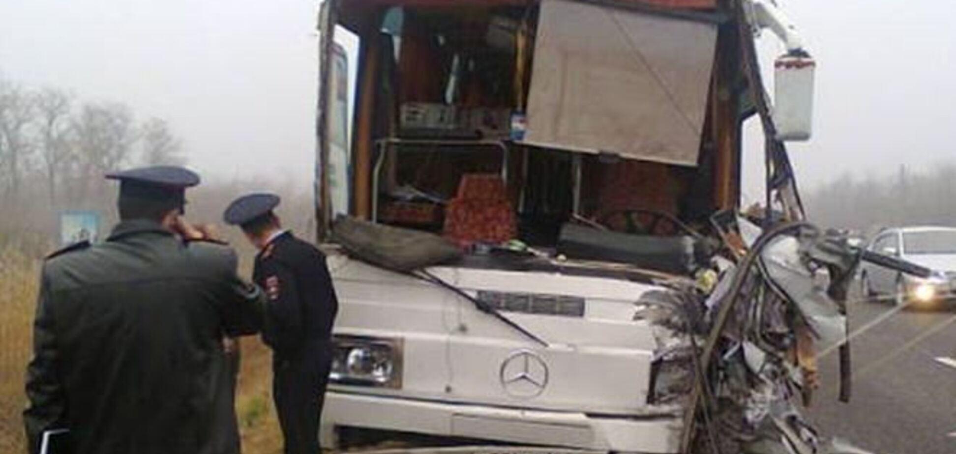 В России авто с украинскими номерами столкнулось с автобусом с детьми: 4 погибших