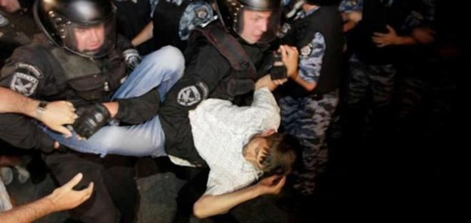 В МВД настаивают на том, что Евромайдан разогнали из-за елки