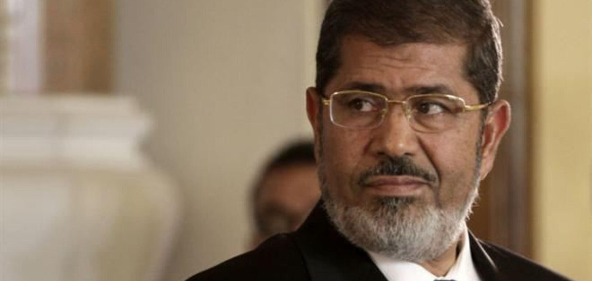 Экс-президента Египта Мурси доставили в суд на вертолете