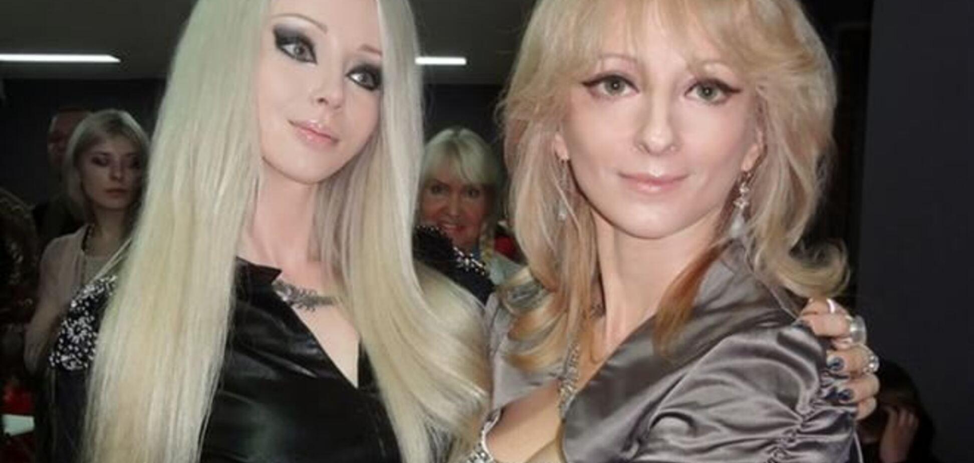Одесская Барби лепит куклу из собственной матери