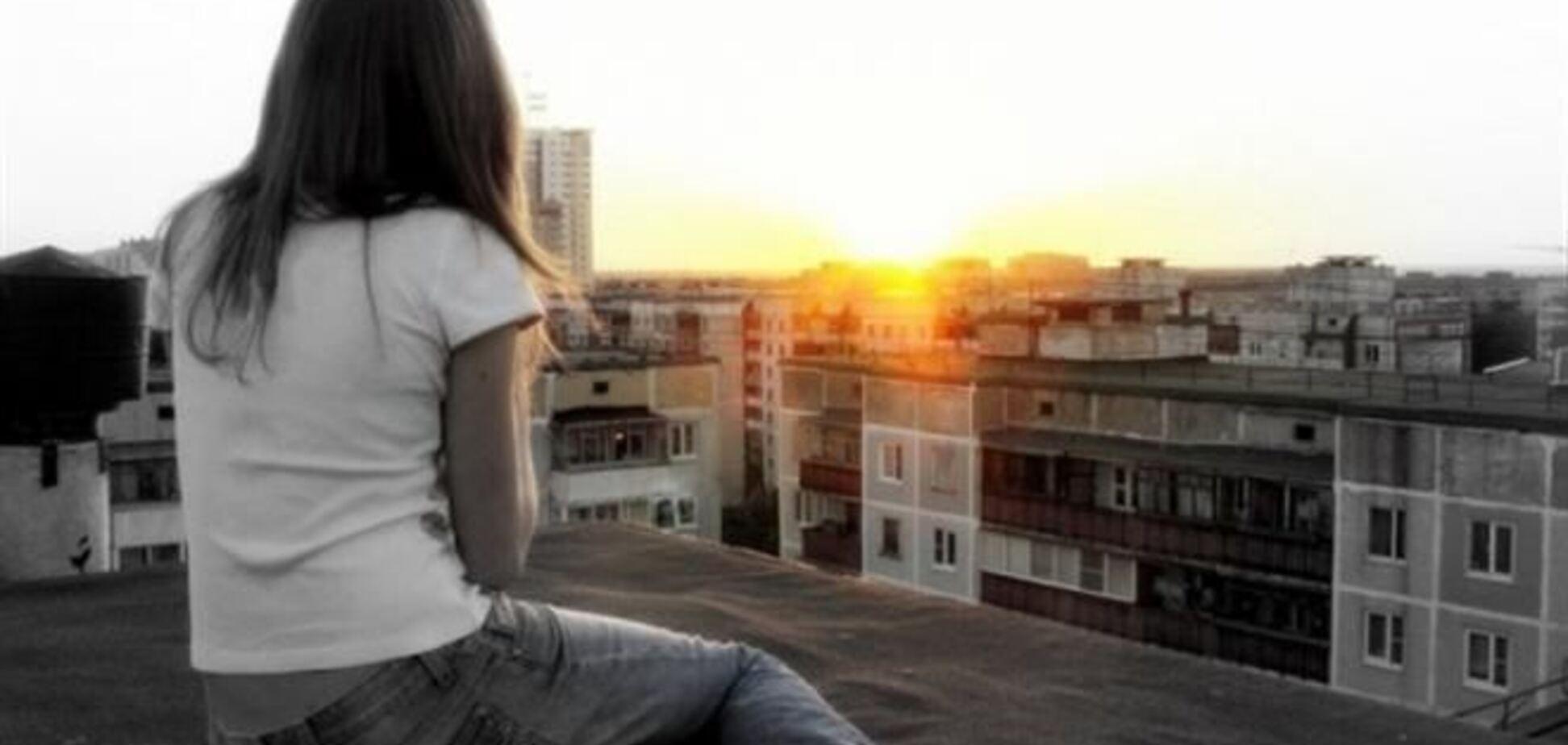 В Николаеве 14-летняя школьница спрыгнула с крыши многоэтажки