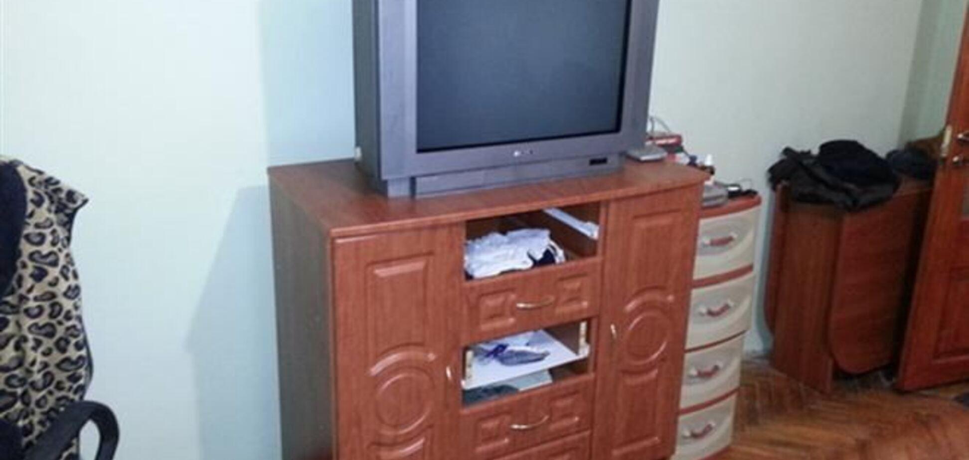 На Закарпатье трехлетнего ребенка придавил телевизор