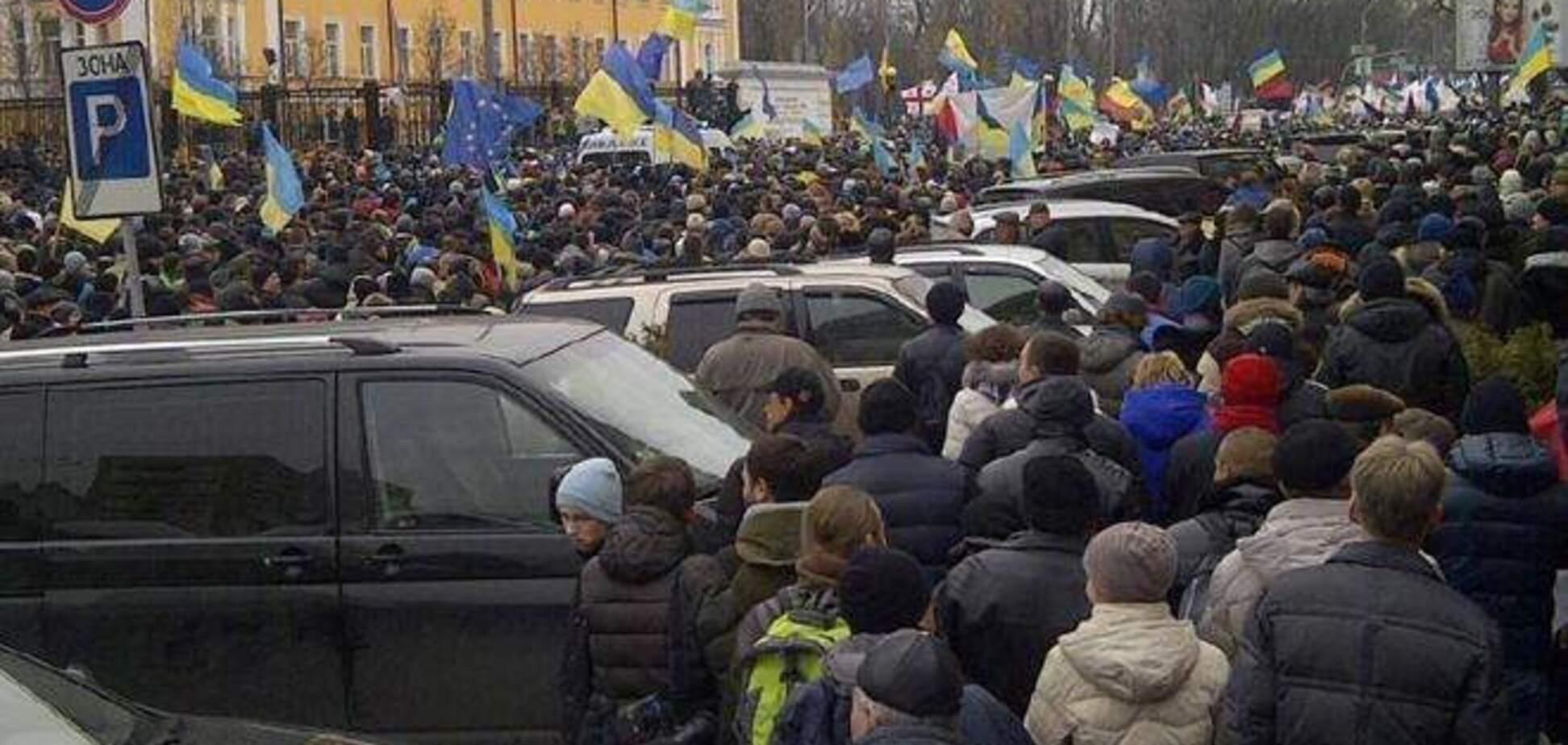 На Майдан направляются люди с битами и 'коктейлями Молотова' - СМИ