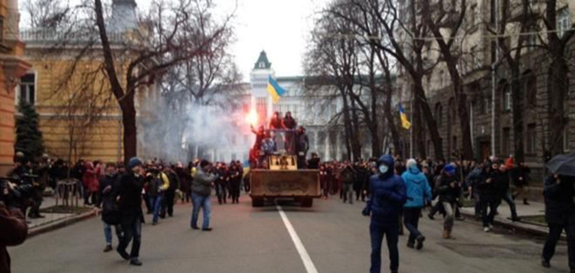 Адміністрацію Президента спробували взяти штурмом на тракторі
