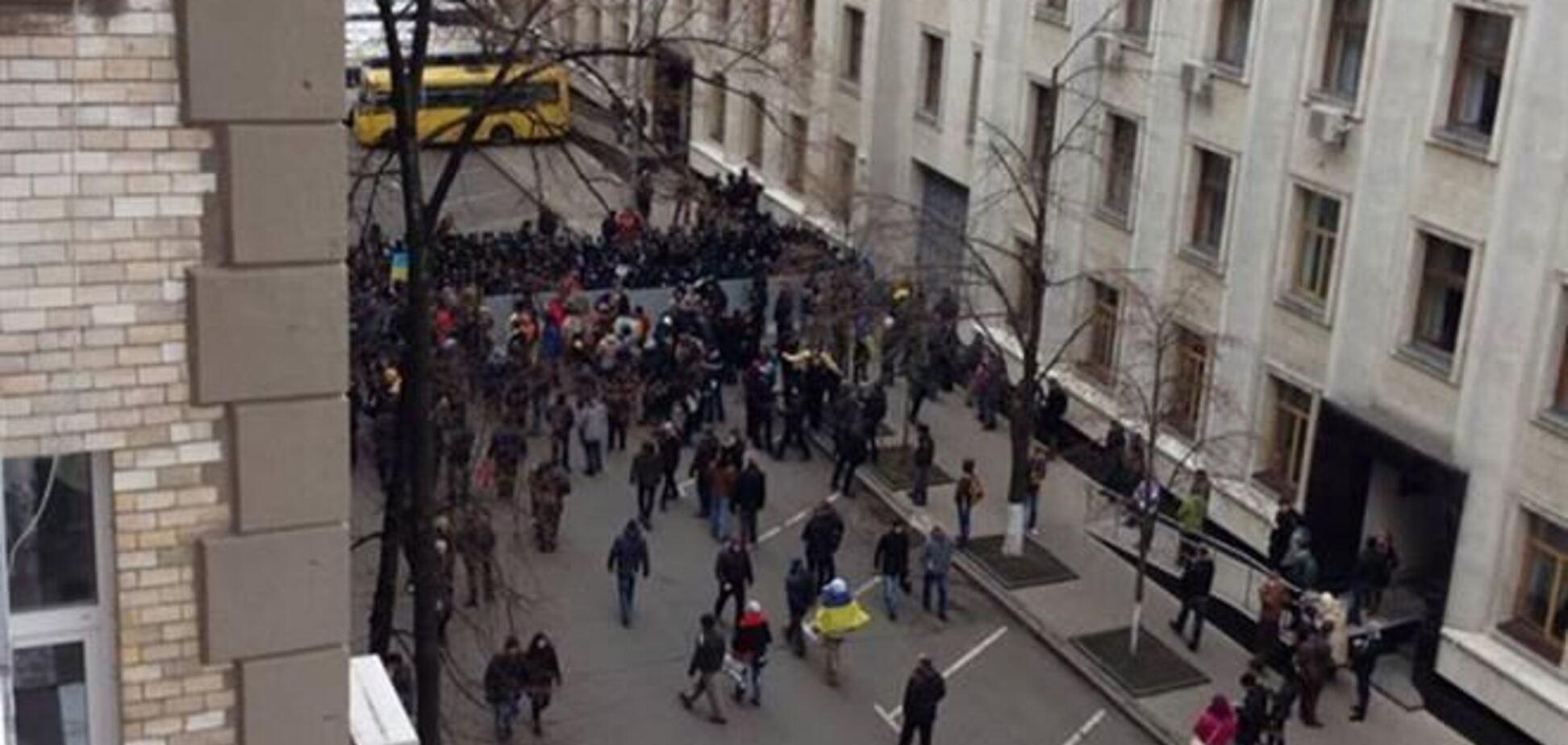Возле АП собирается 'Беркут', митингующие захватили здание КГГА