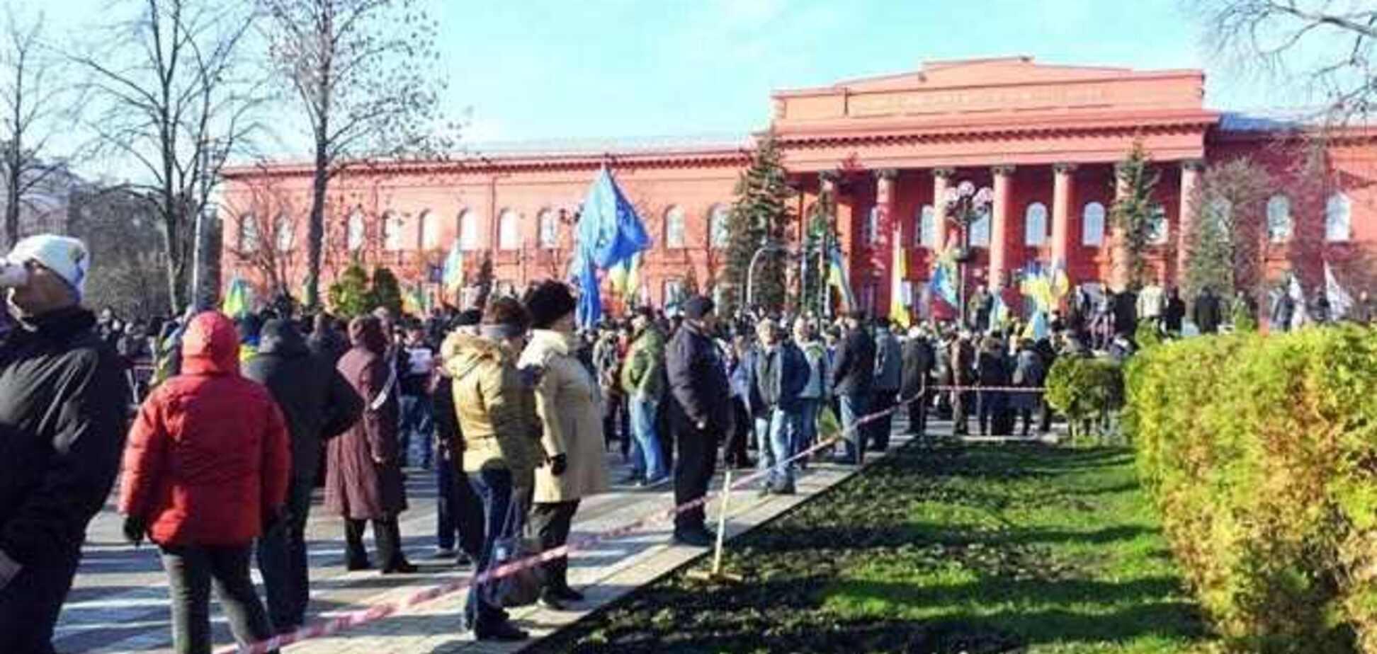 В парке Шевченко на митинг собрались около 10 тыс. человек
