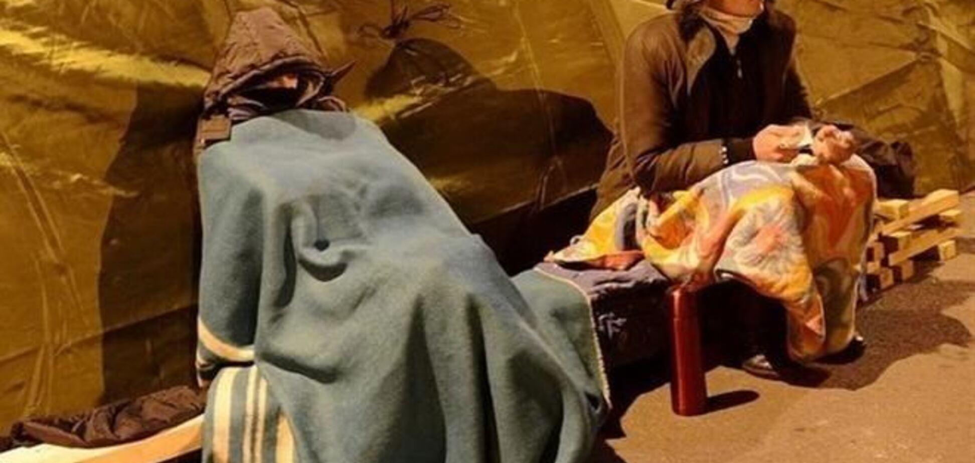Евромайдановцы попадают в больницы с расстройствами психики, пневмонией и опьянением