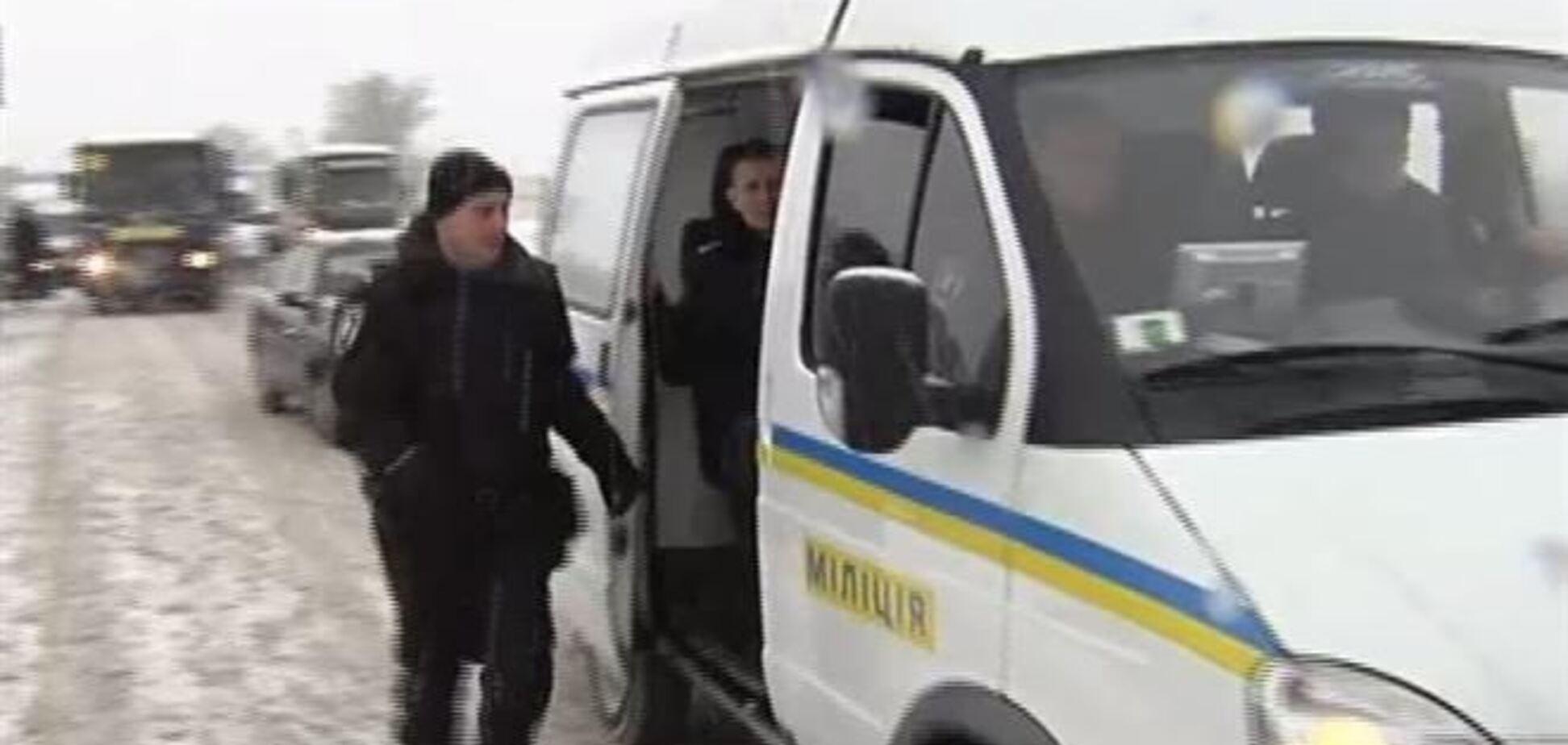 Из Василькова в Киев выехали еще 15 автобусов с военными