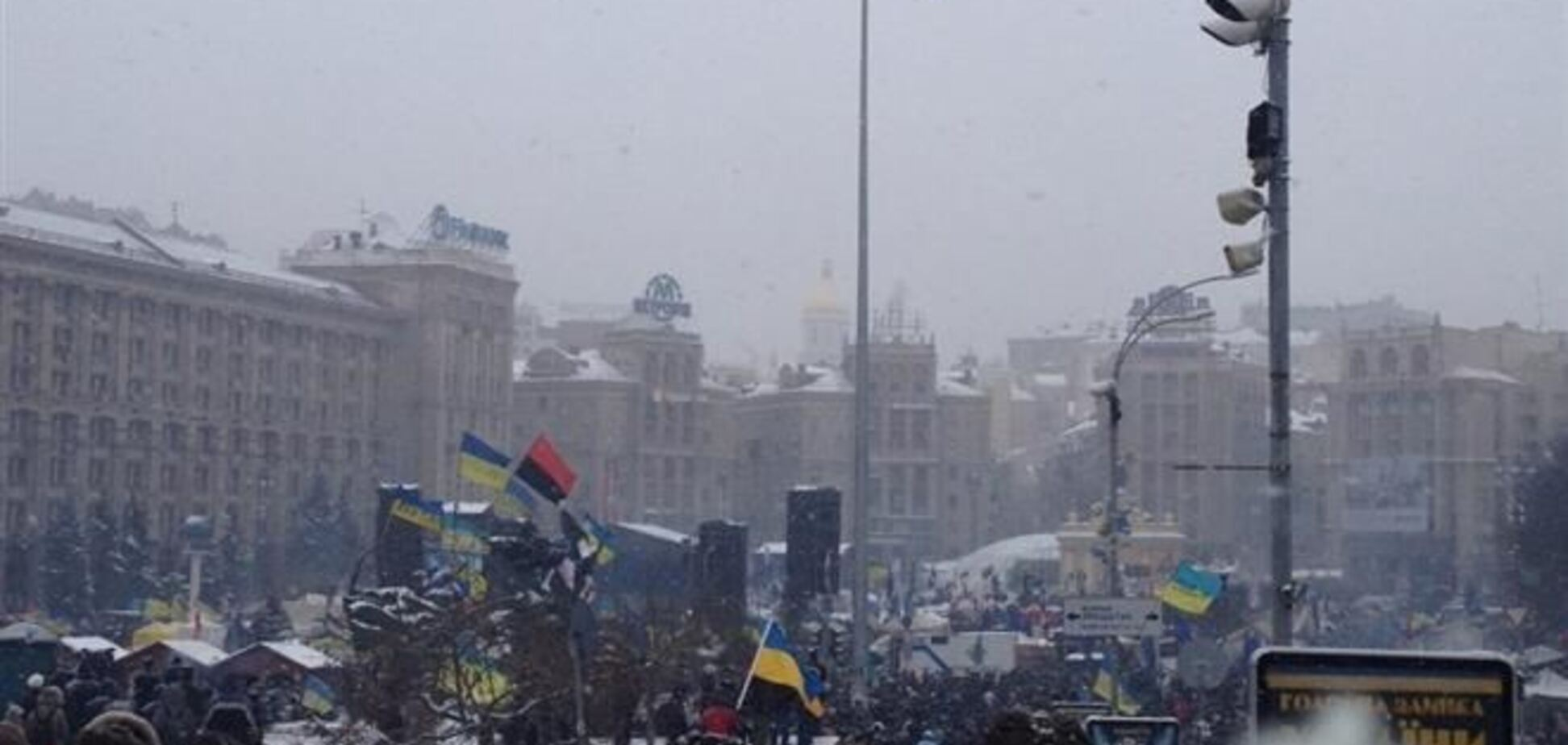 Майдан поет и танцует