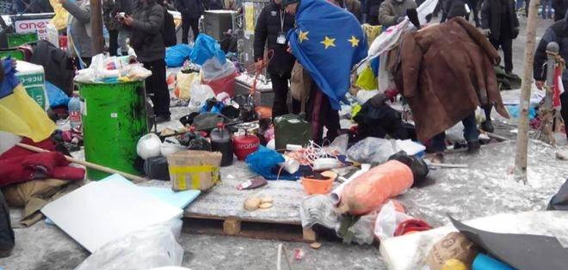 Автобусы со спецназом попали на Майдане в 'баррикадную ловушку'