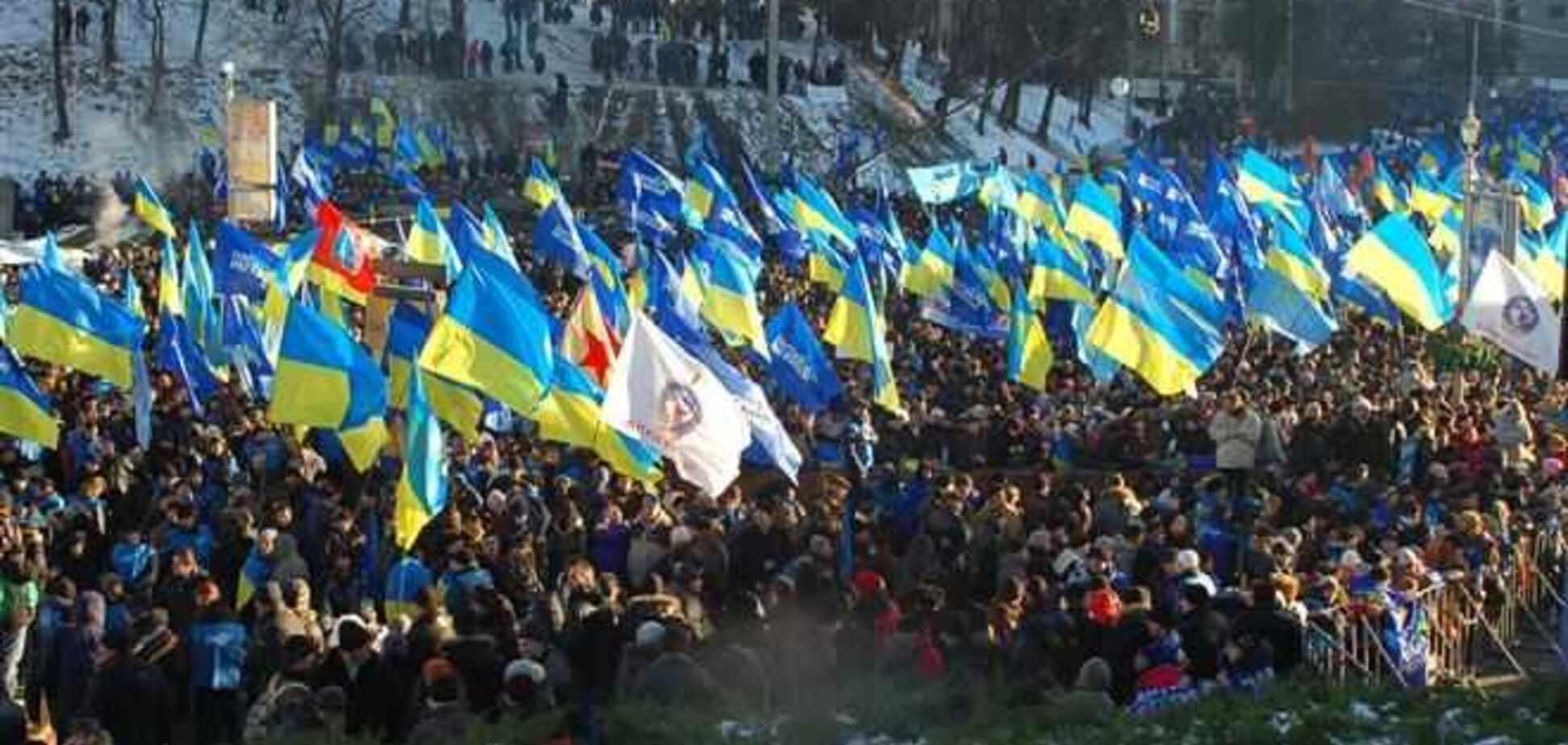 Сторонники Януковича общаются с евромайдановцами через забор