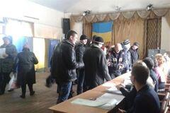 На виборчій дільниці Глевахи помічені 'ліві' голосуючі - ОПОРА
