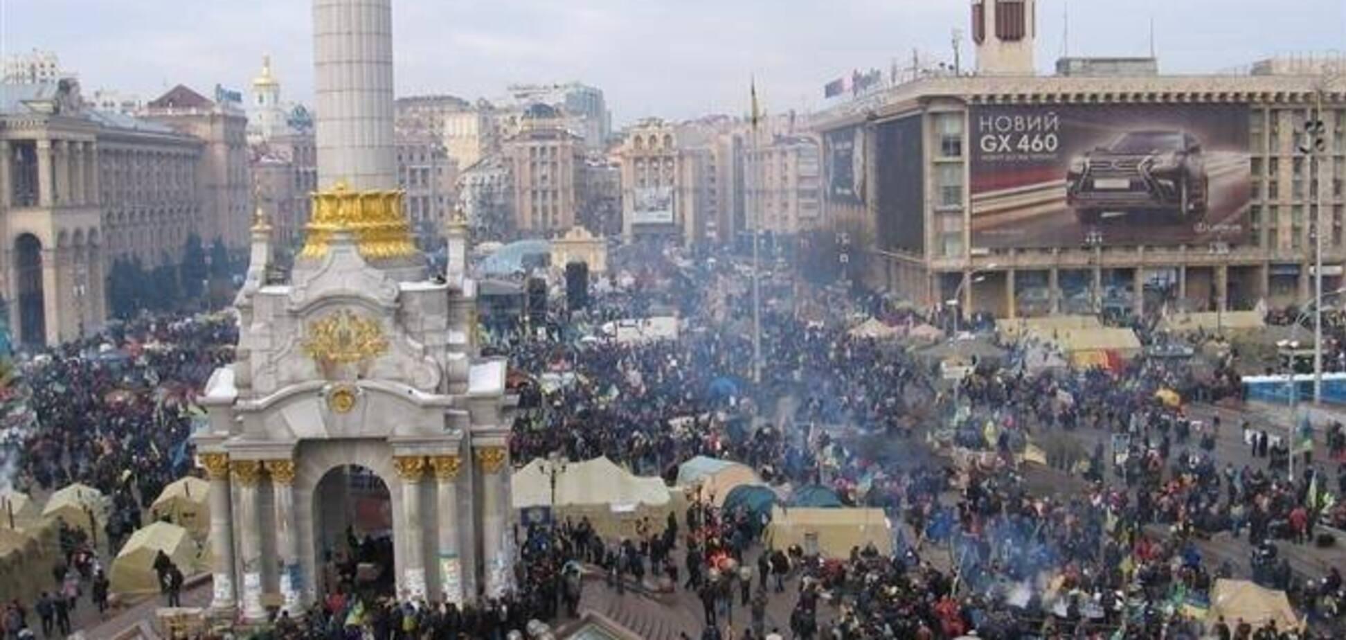 У Януковича сказали, що Евромайдан зібрався через перевищення повноважень Кабміном