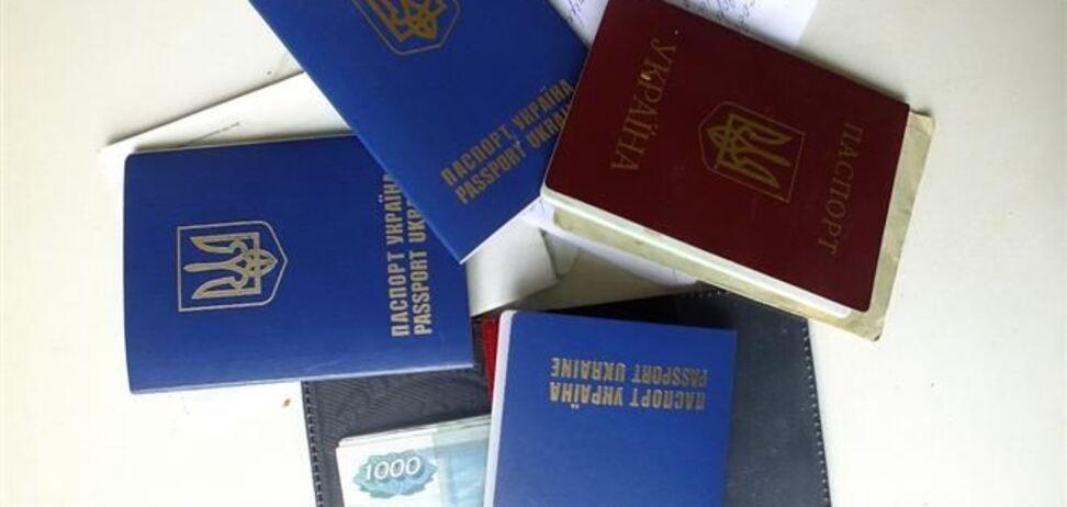 Верховный суд: загранпаспорт должен стоить 170 гривен