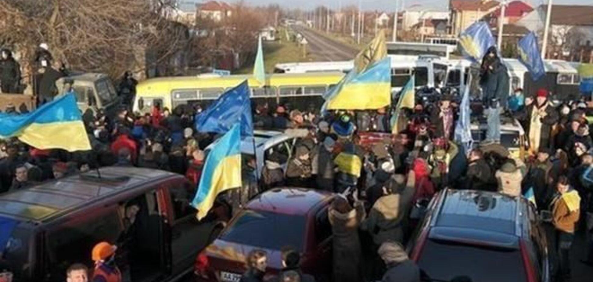 Евромайдановци відправляються до будинків Медведчука, Азарова і Рибака