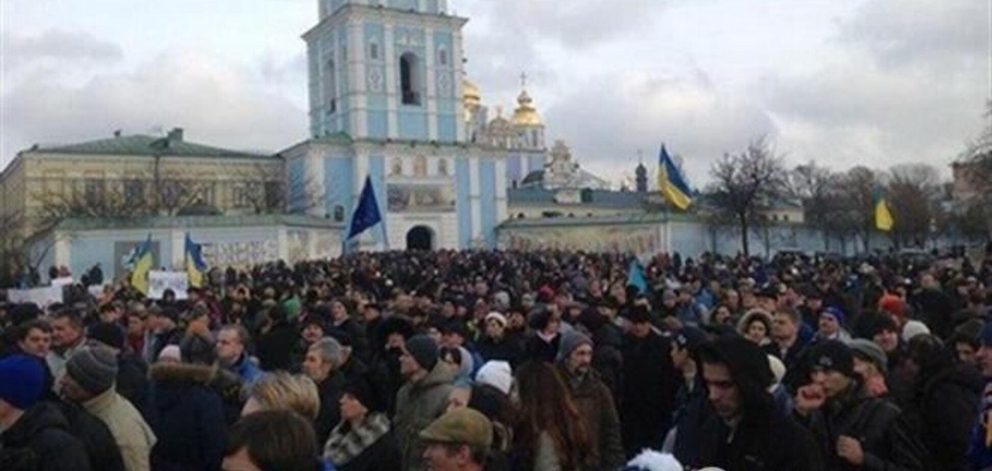 Янукович попросил украинцев потерпеть до выборов-2015