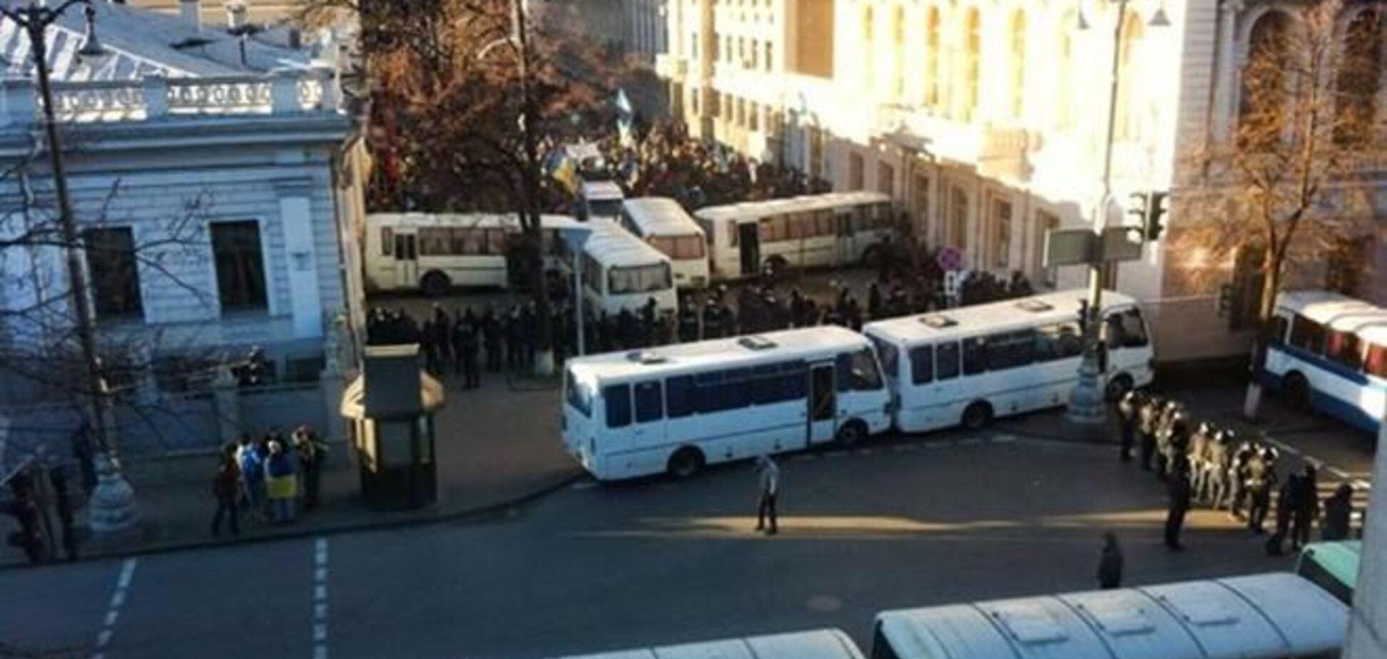 Под Верховной Радой 'Беркут' стоит без спецсредств - МВД