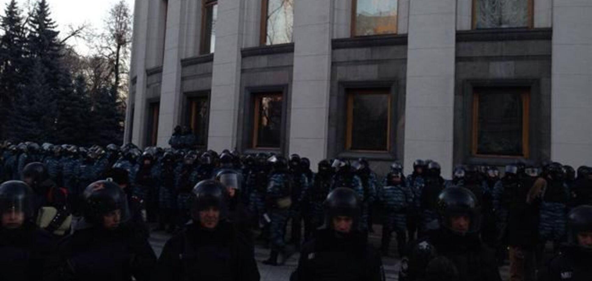 Fb: 'беркутовцы' дубинками избили митингующих под Радой