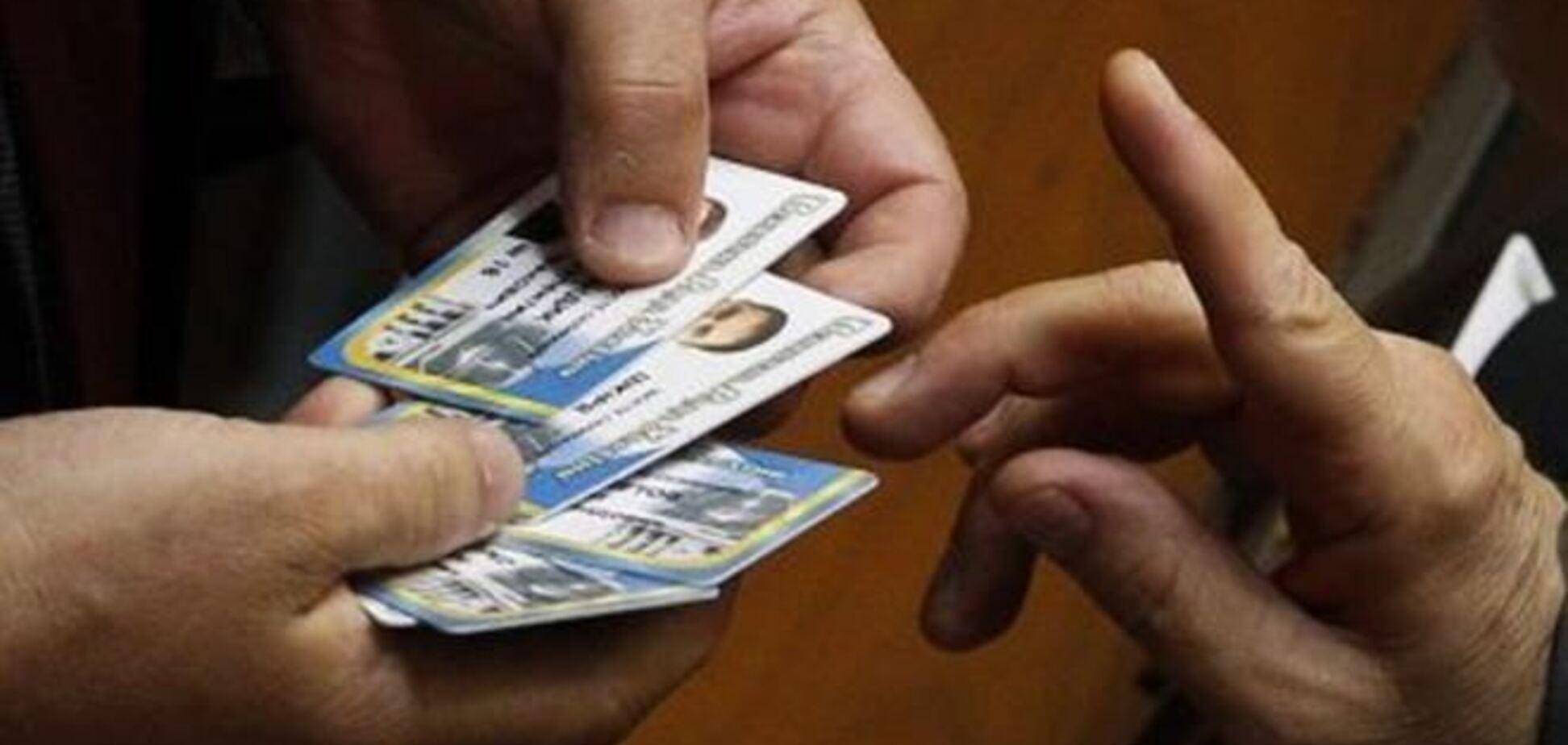 В оппозиции заявили, что у нардепов от ПР забрали карточки для голосования