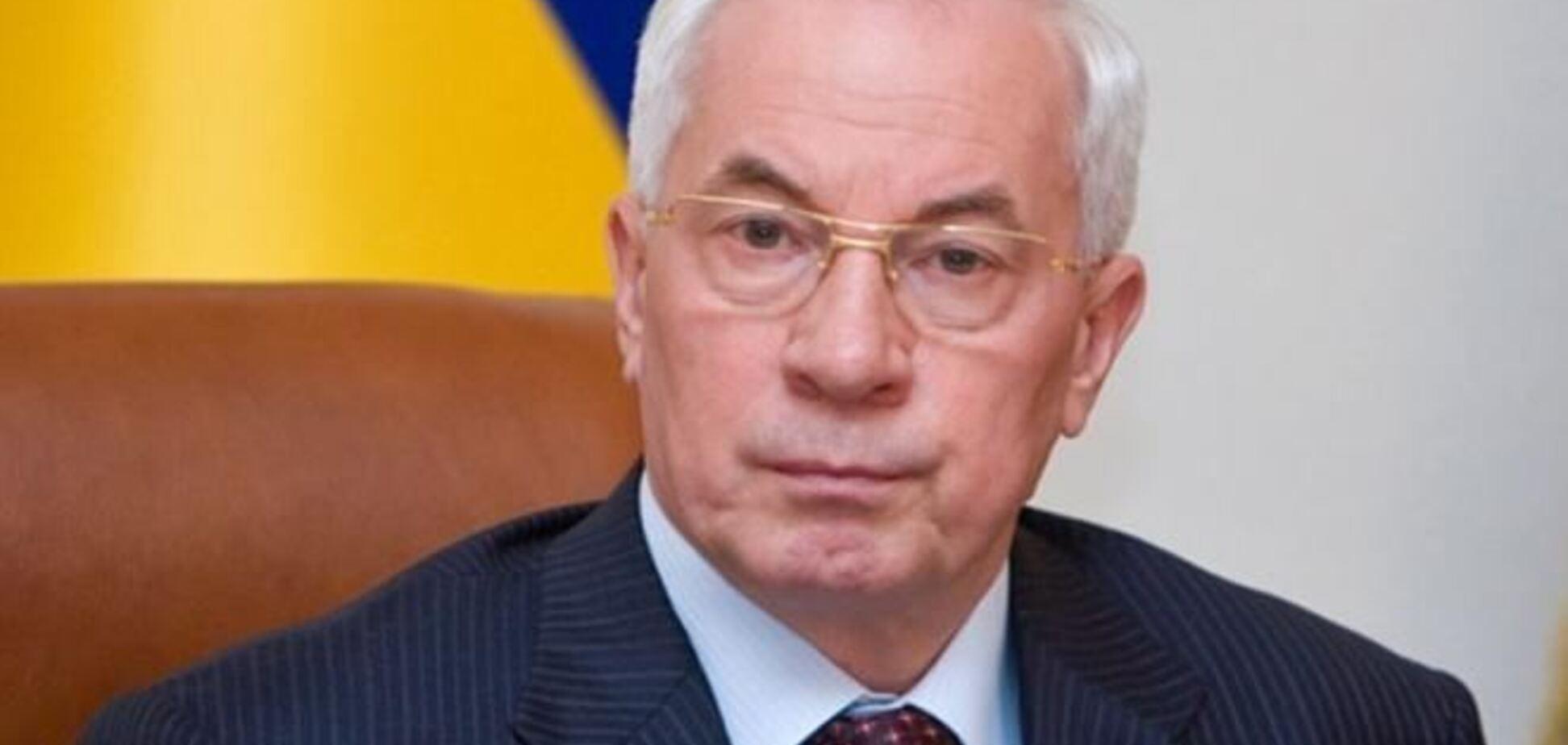 Азаров не смог попасть в здание Кабмина