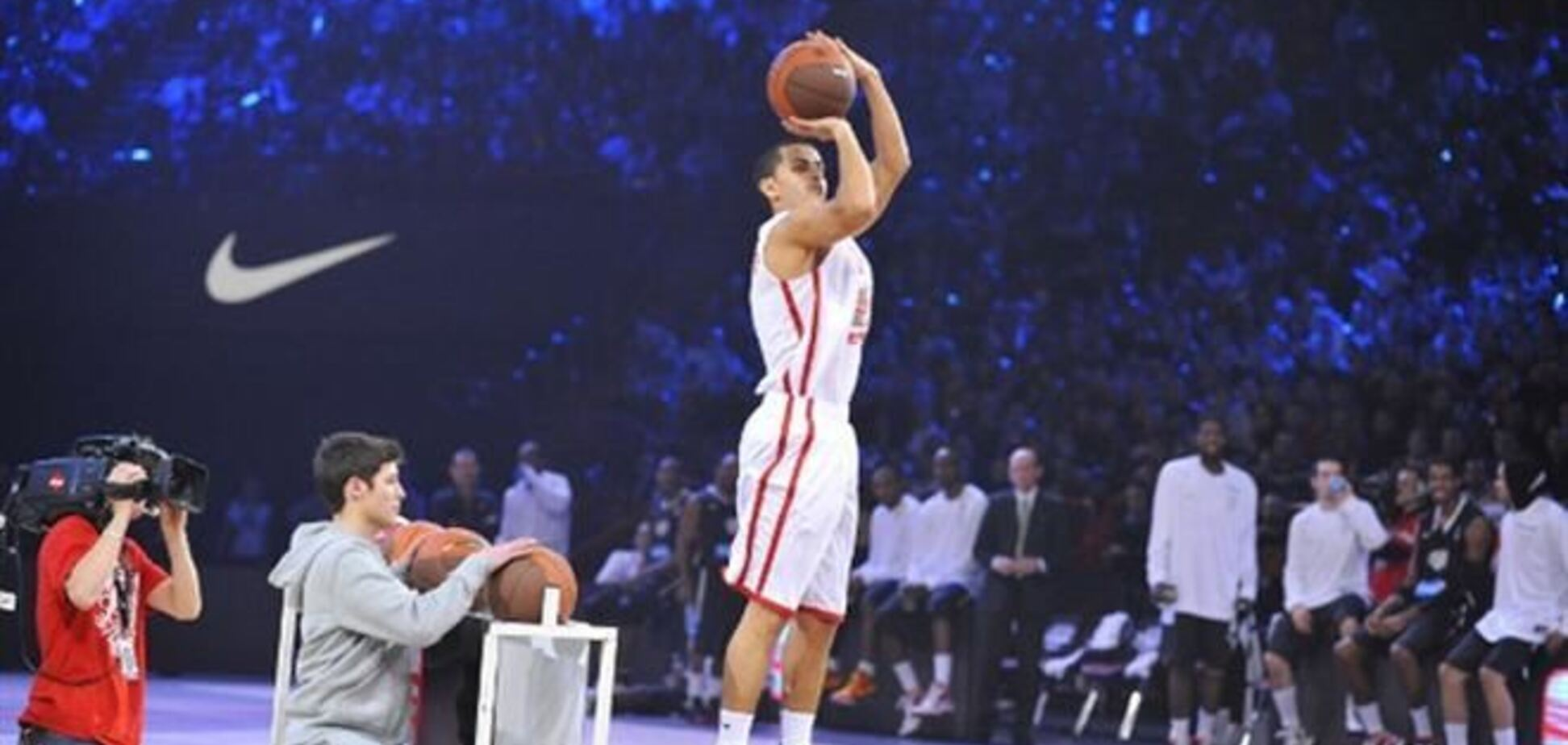 На матче баскетбольных звезд во Франции болельщик выиграл 100 000 евро