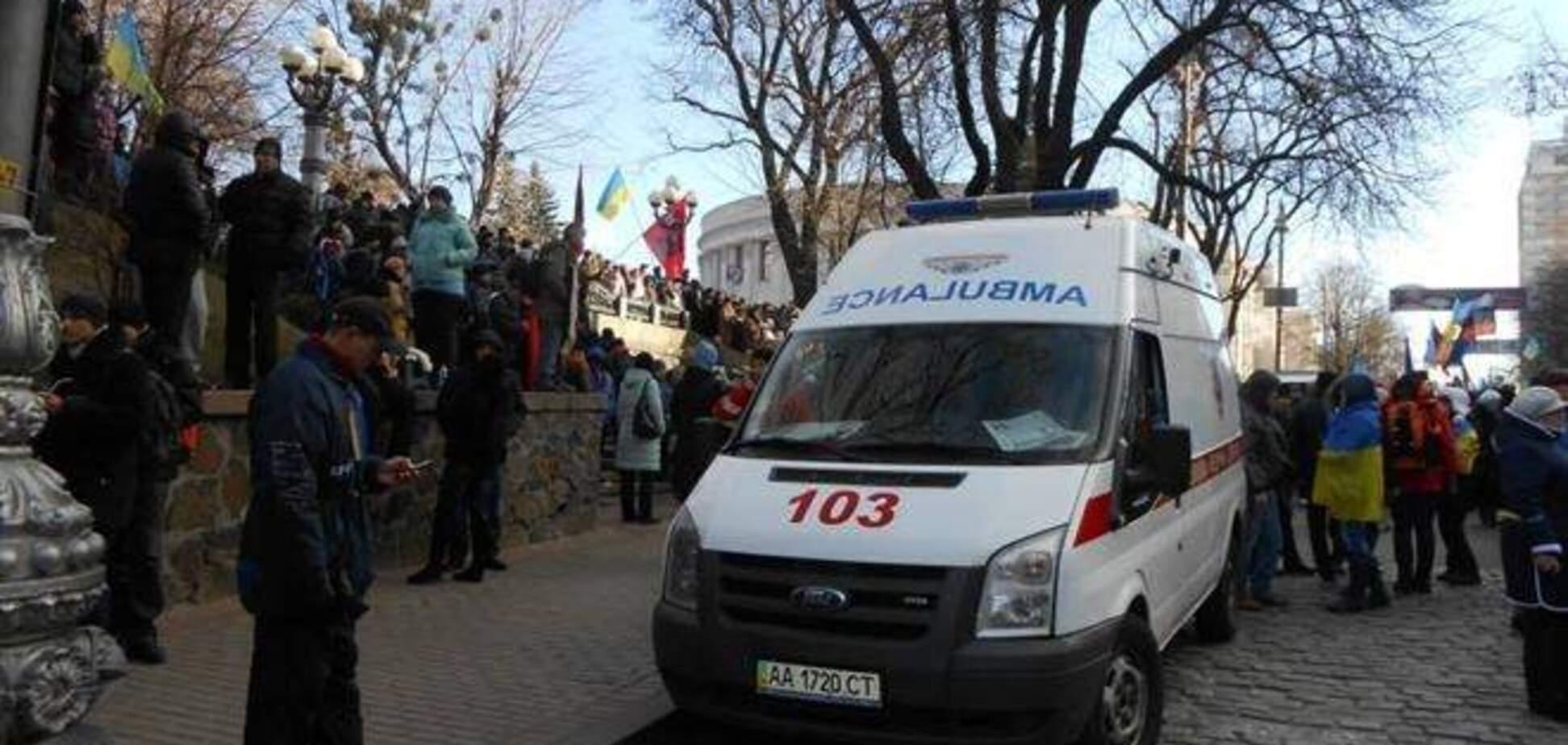Медики Украины просят силовиков 'не добивать тех, кто уже упал'