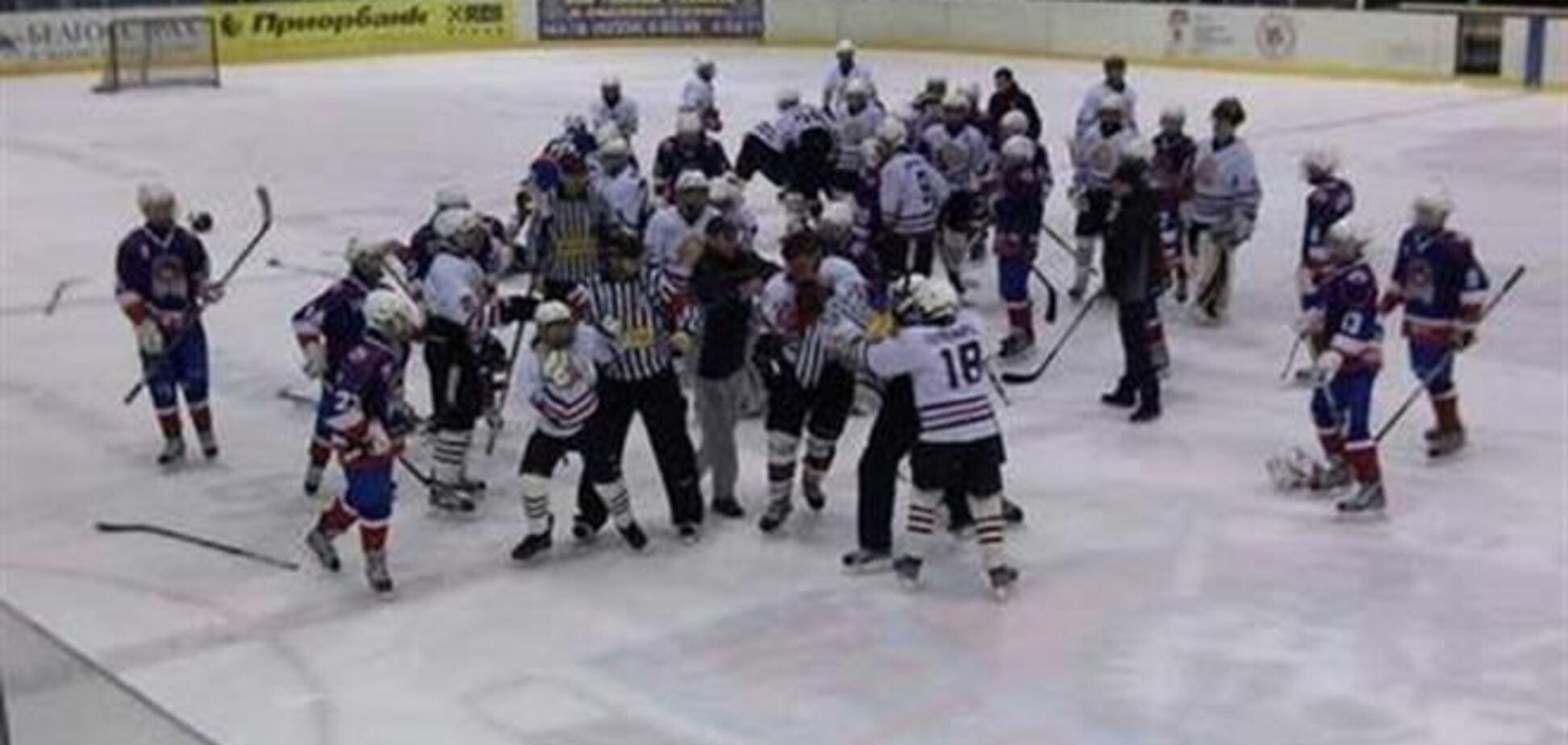 Дети, недовольные судейством, избили хоккейного арбитра
