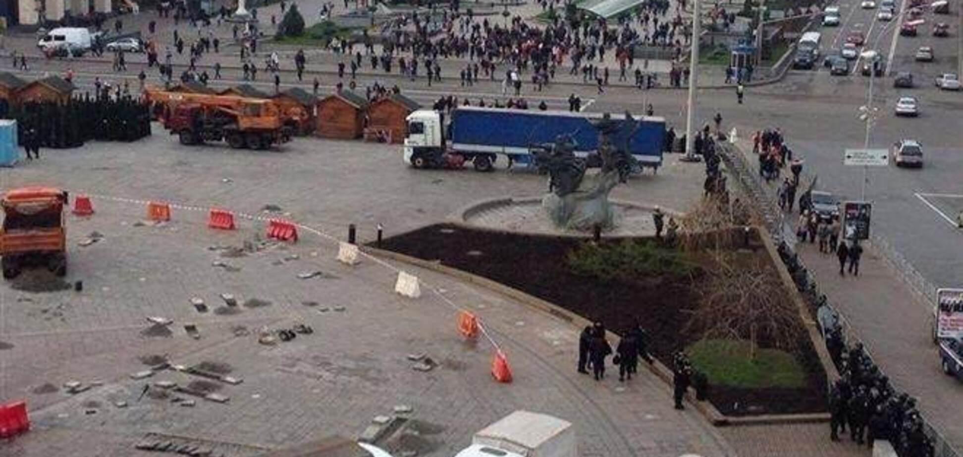 В сети появилось видео осмотра милицией умершего на Евромайдане