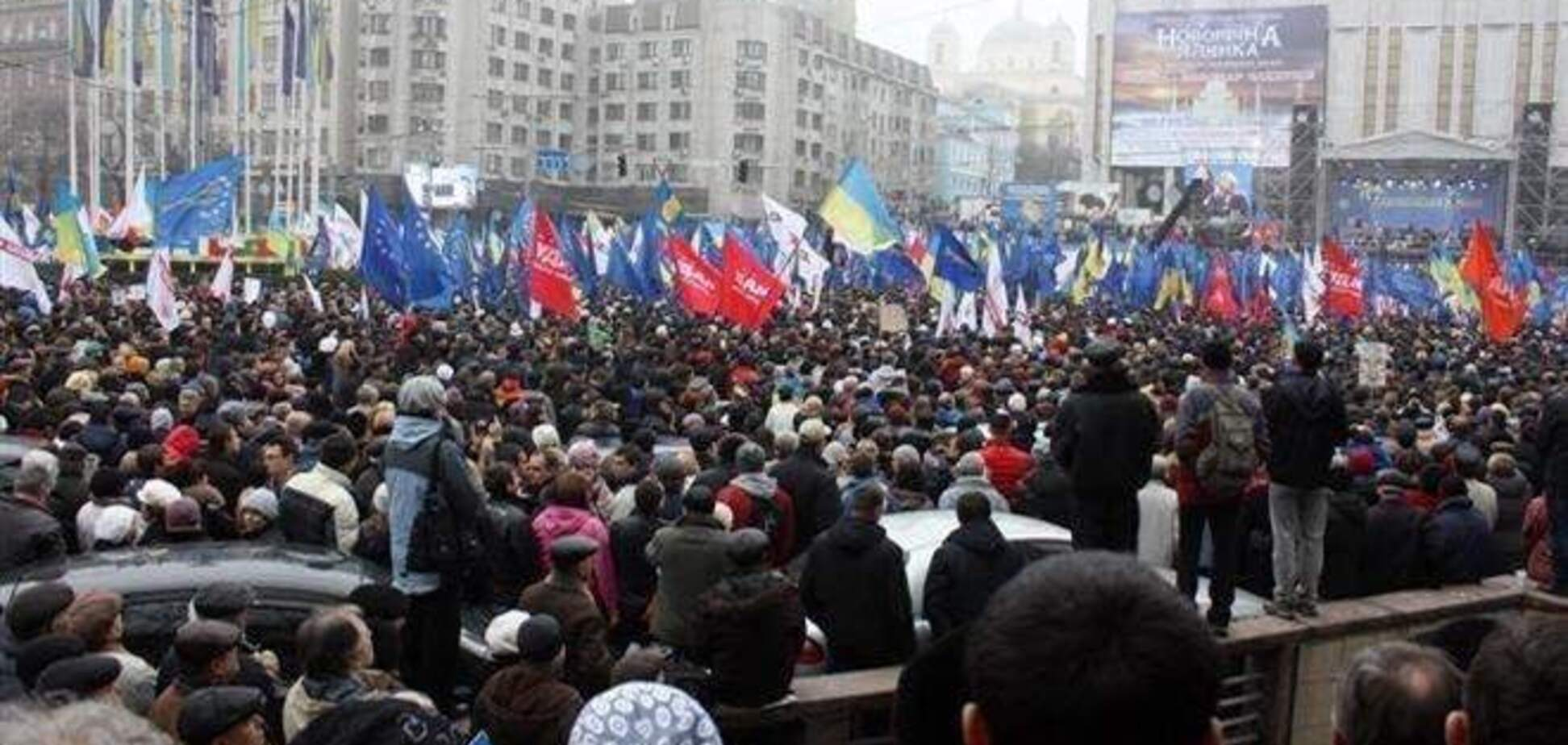 Активистам Евромайдана раздают марлевые повязки и оксолиновую мазь