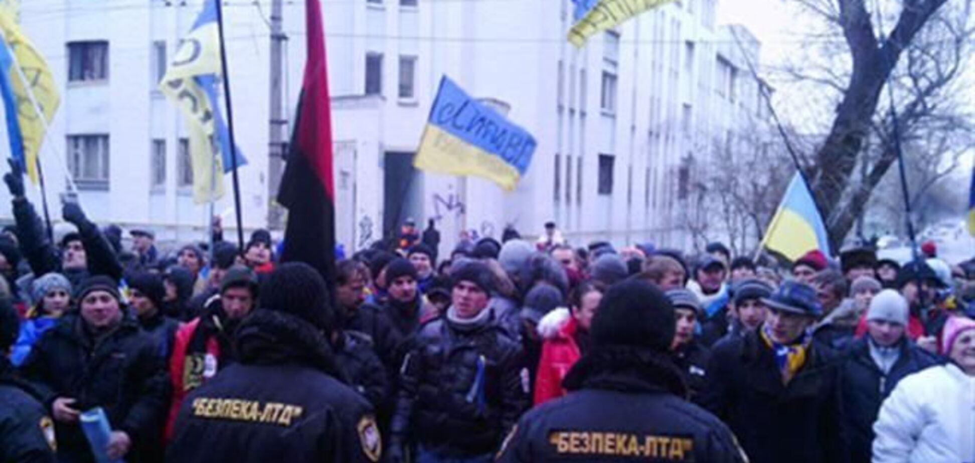 Евромайдановцы пикетируют пять телеканалов