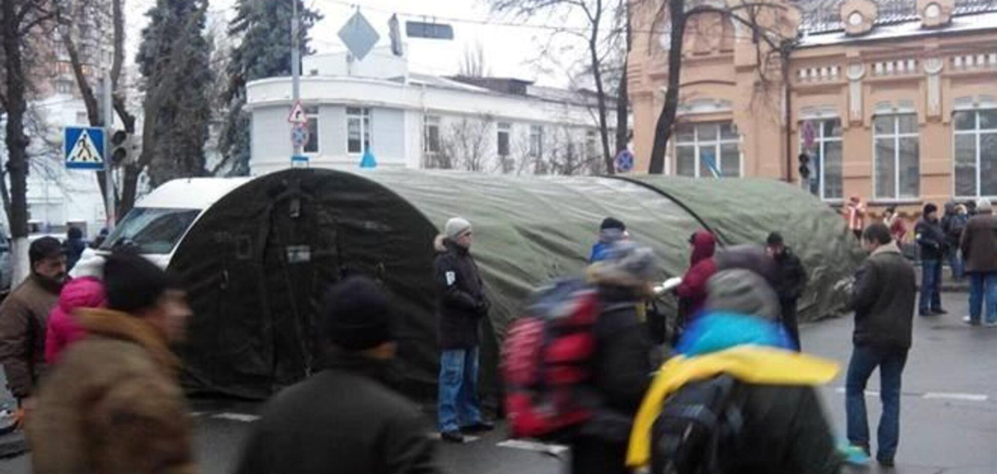Евромайдановцы строят три линии обороны в правительственном квартале