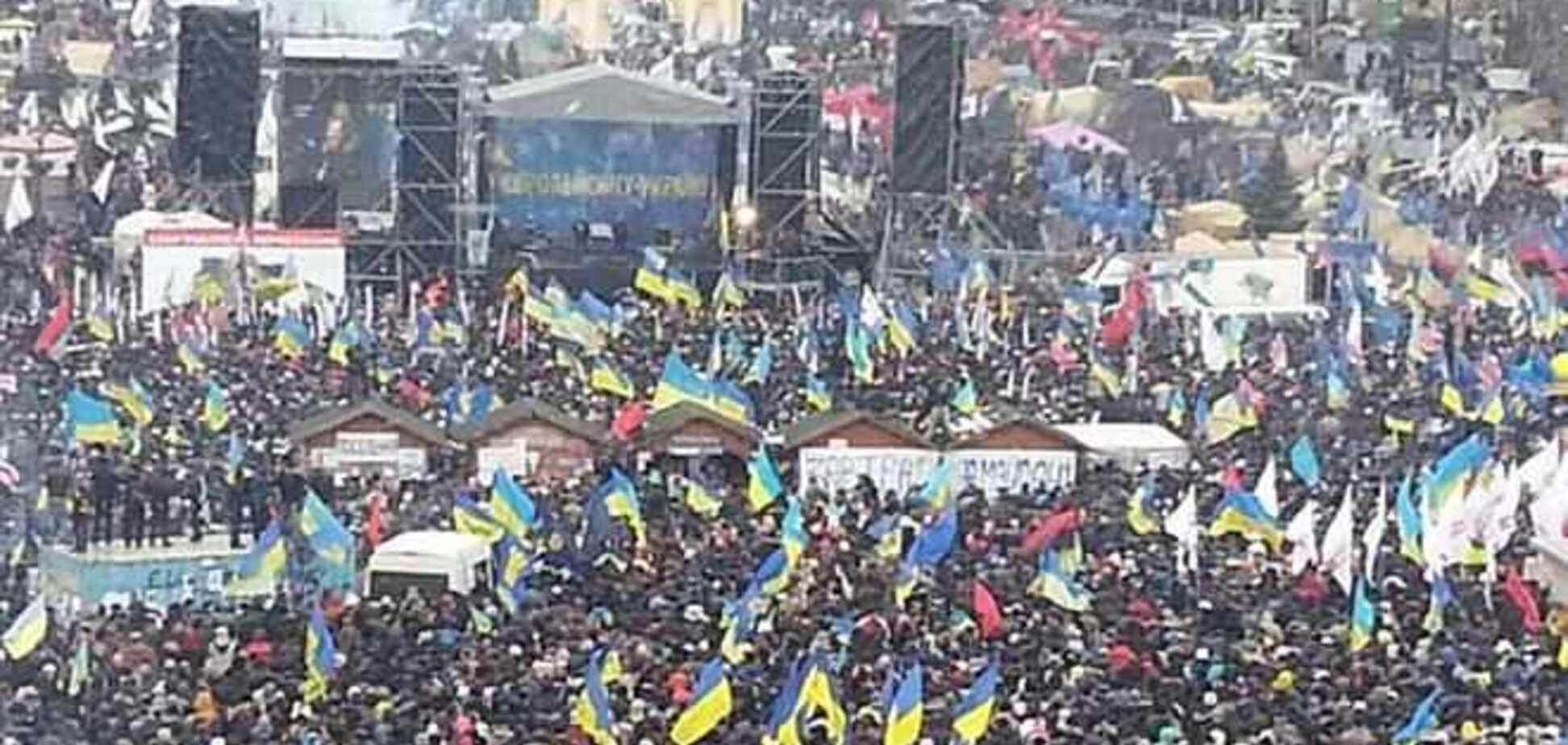 Митингующие на Майдане висят на елке и заняли крышу Главпочтамта