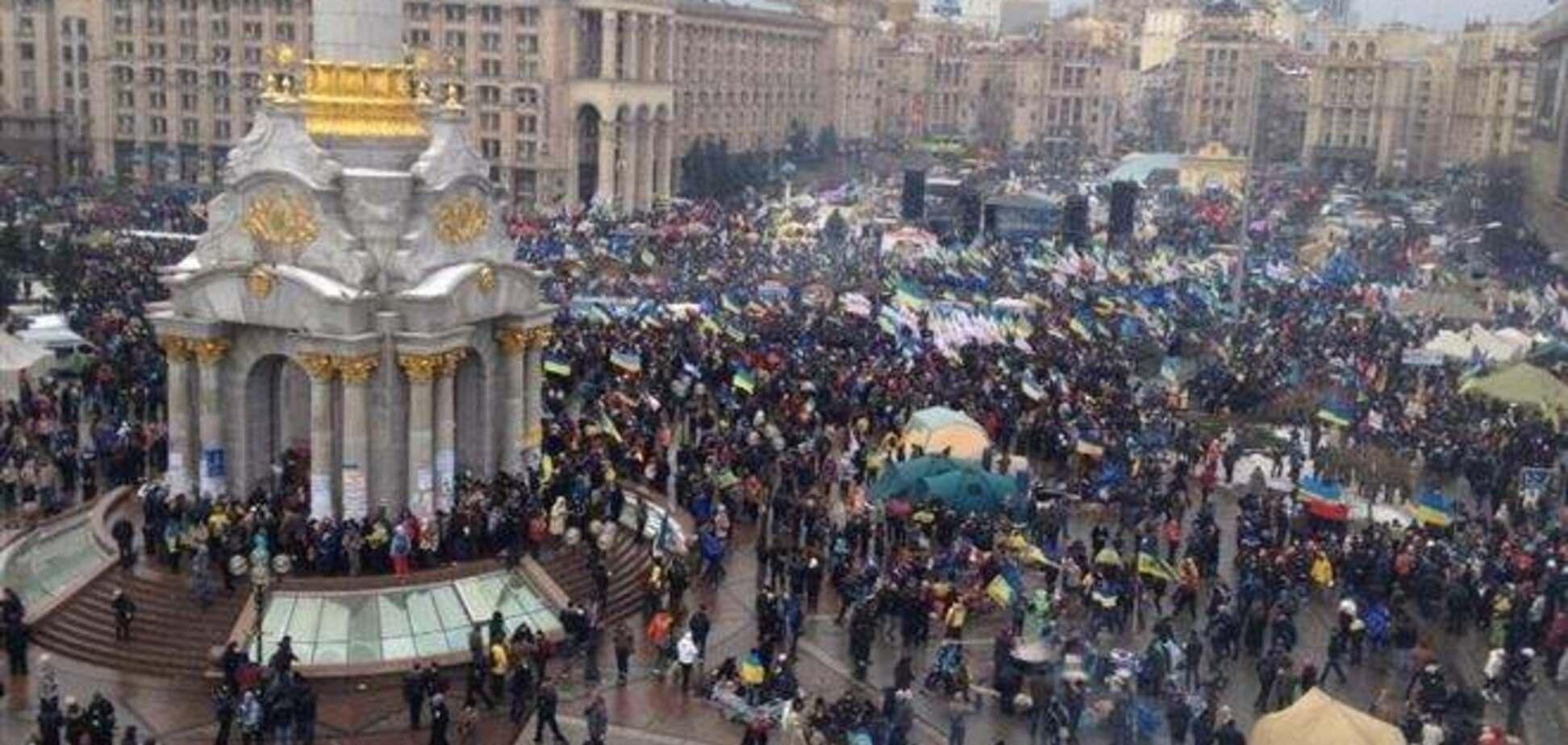 Регионалы в 'Зоряном' смотрят онлайн-трансляцию с Майдана - СМИ