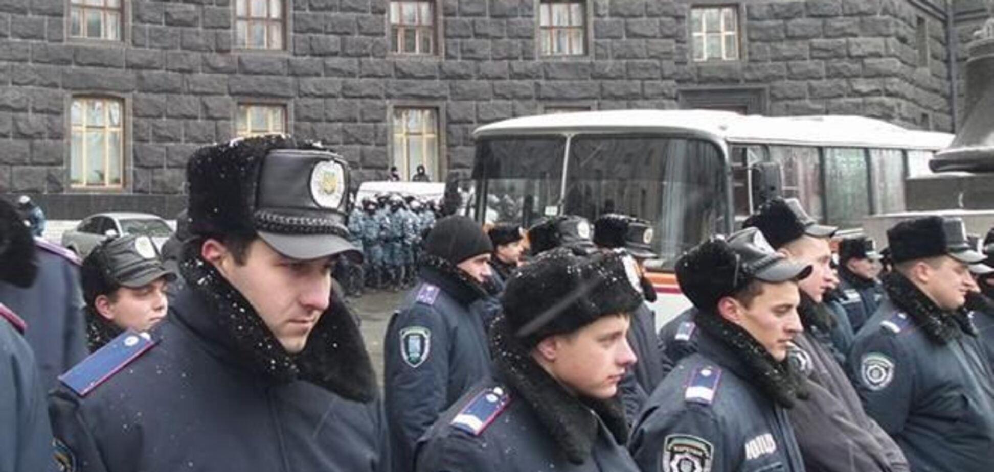 Милиция не пускает митингующих на ул.Грушевского