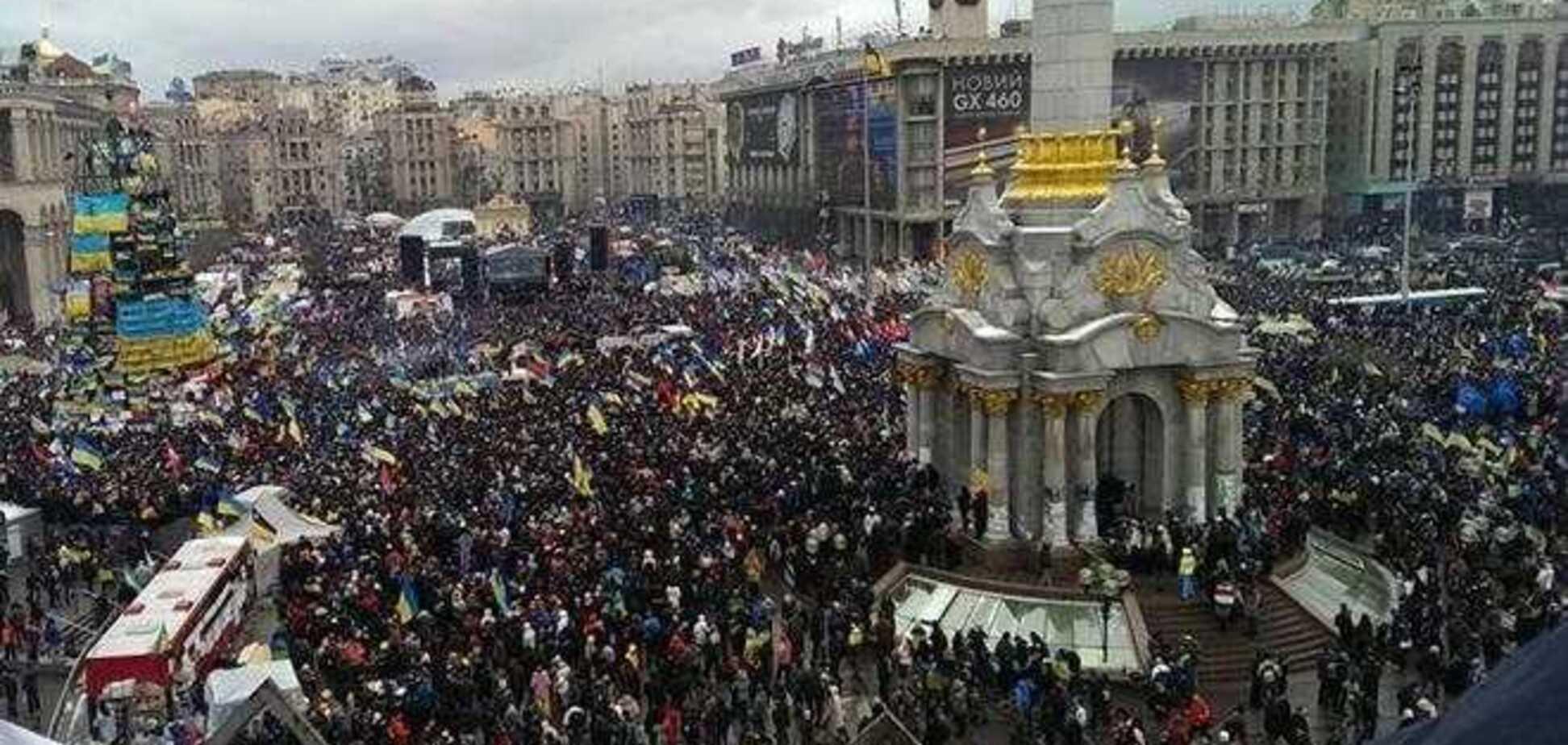 В перегруженном киевском метро поют гимн Украины