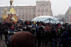 Число активістів на Майдані збільшується. Виходи з метро закриті