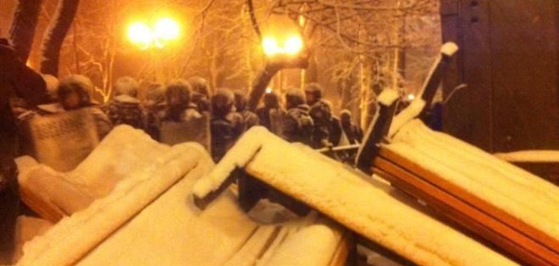 'Скорая' увезла с Евромайдана четырех бойцов ВВ – нардеп