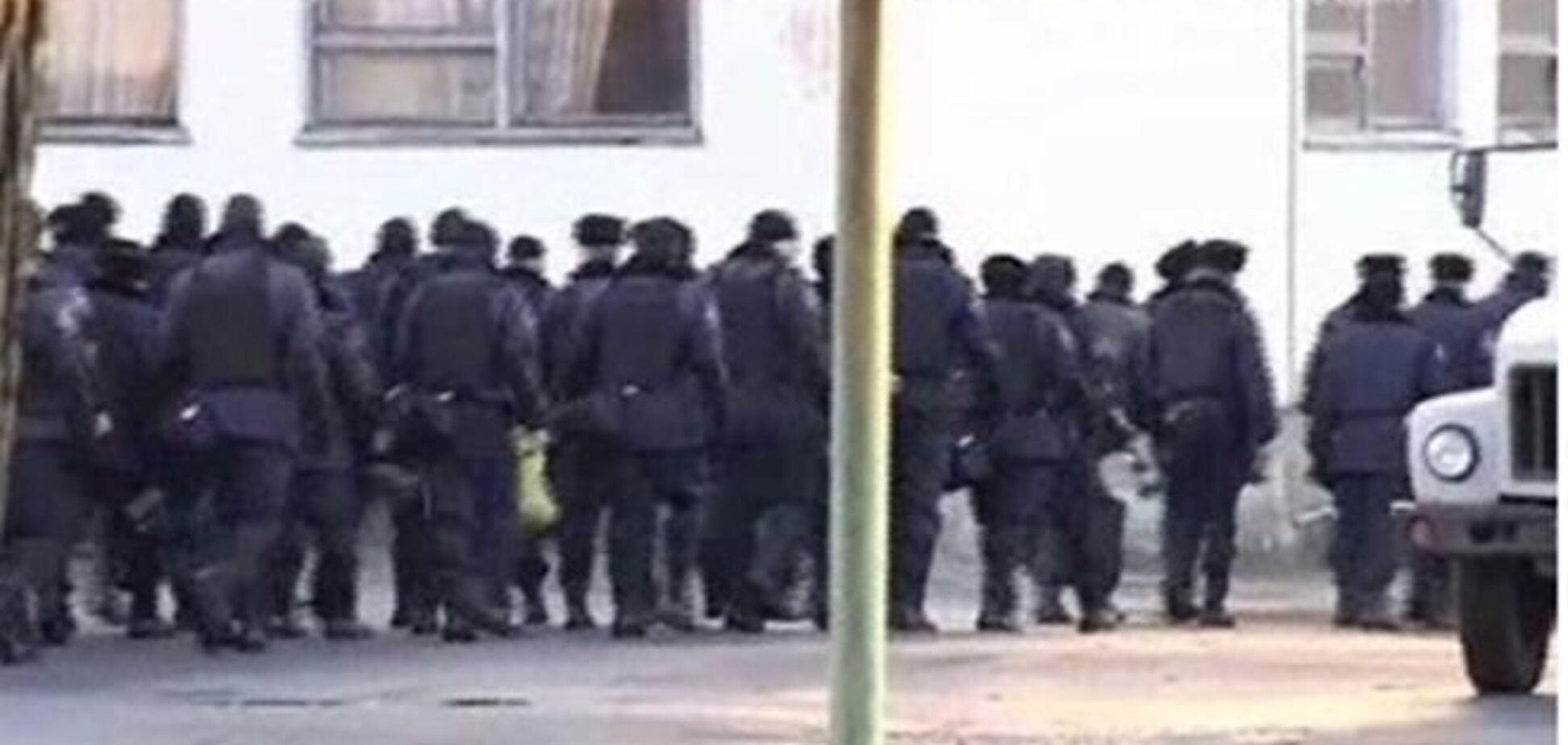 Бойцы 'Тигра' прорвались сквозь оцепление в Василькове и едут в Киев