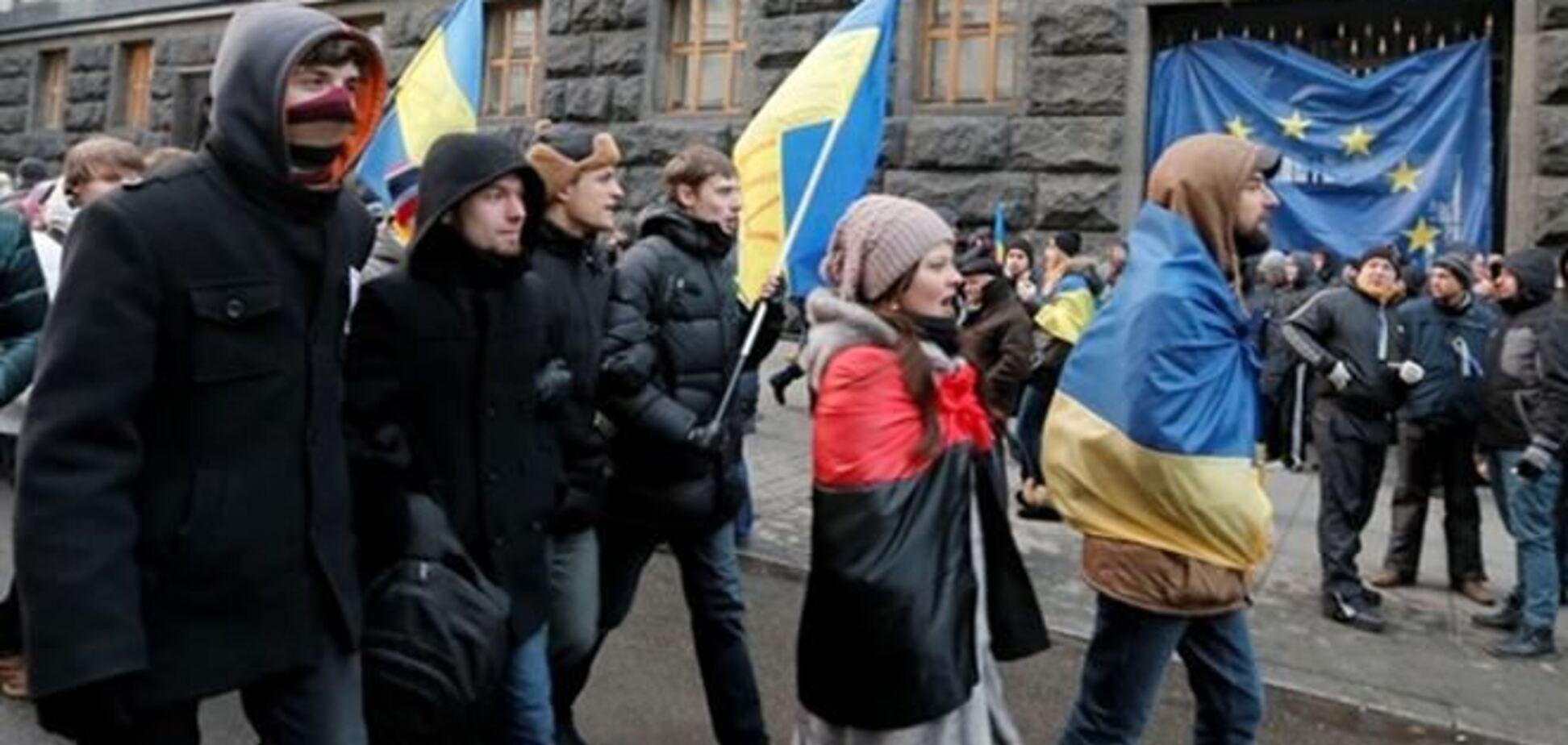 К Кабмину идут две колонны митингующих